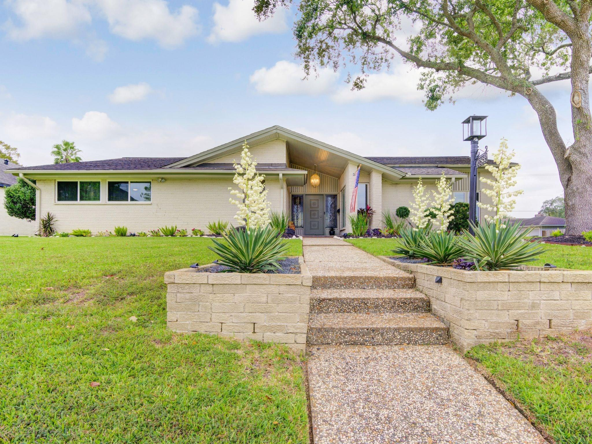 18659 Martinique Drive Property Photo - Nassau Bay, TX real estate listing