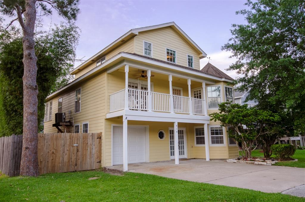 818 Cedar Road Property Photo - Clear Lake Shores, TX real estate listing