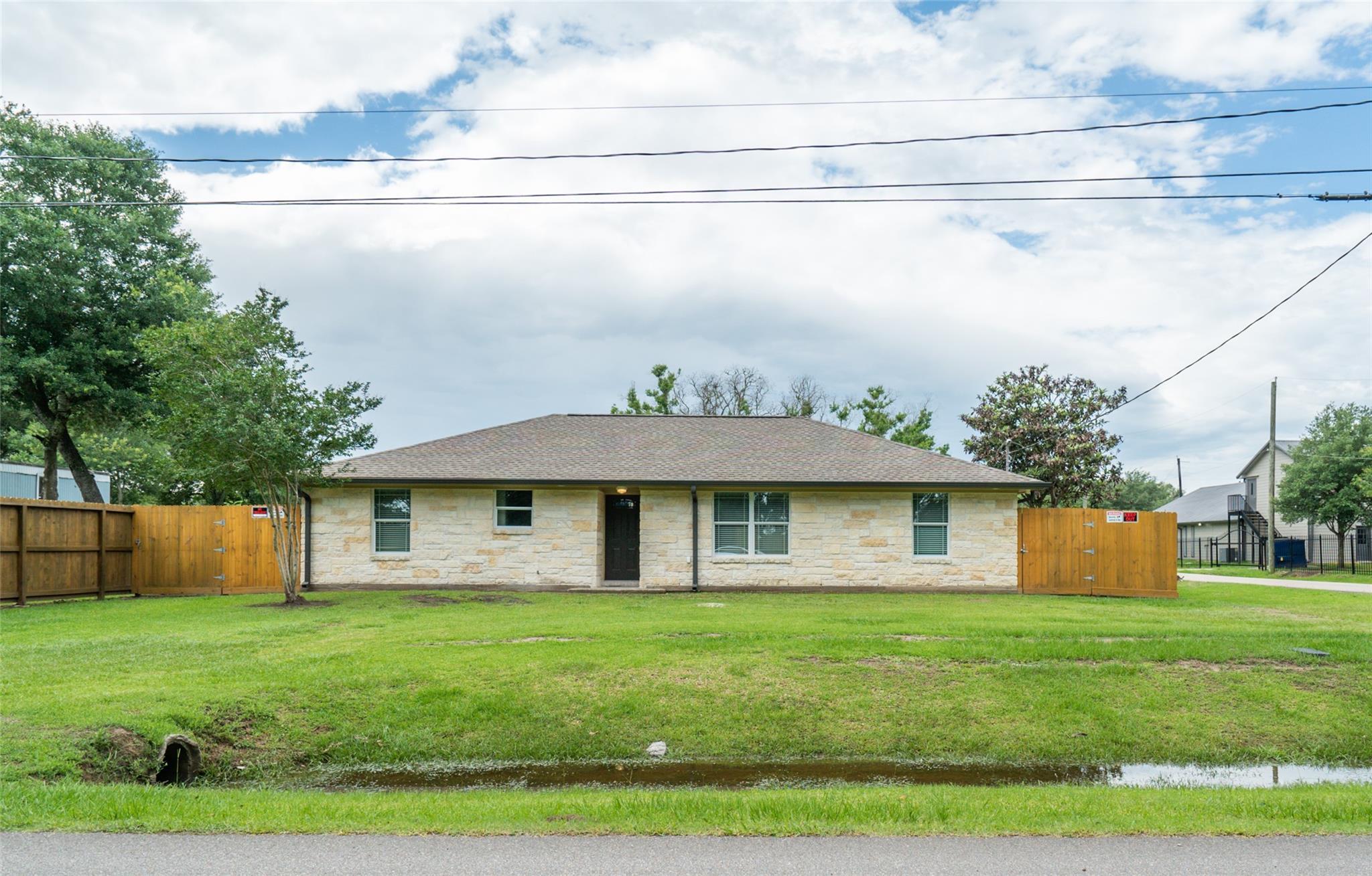 502 E Sycamore Street Property Photo