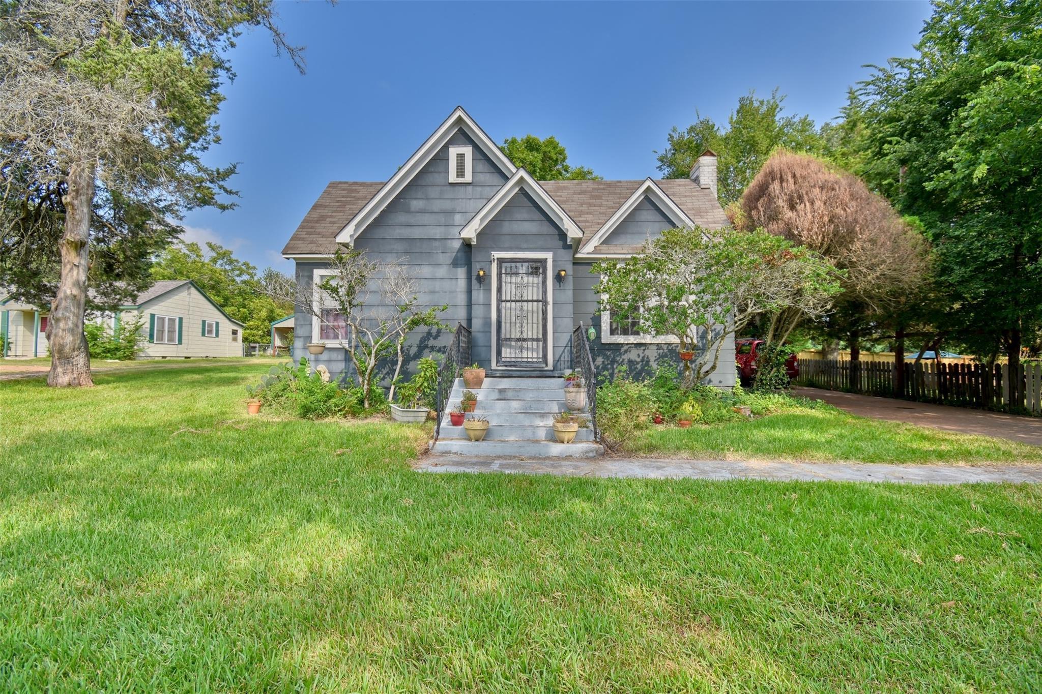 994 E Hill Street Property Photo