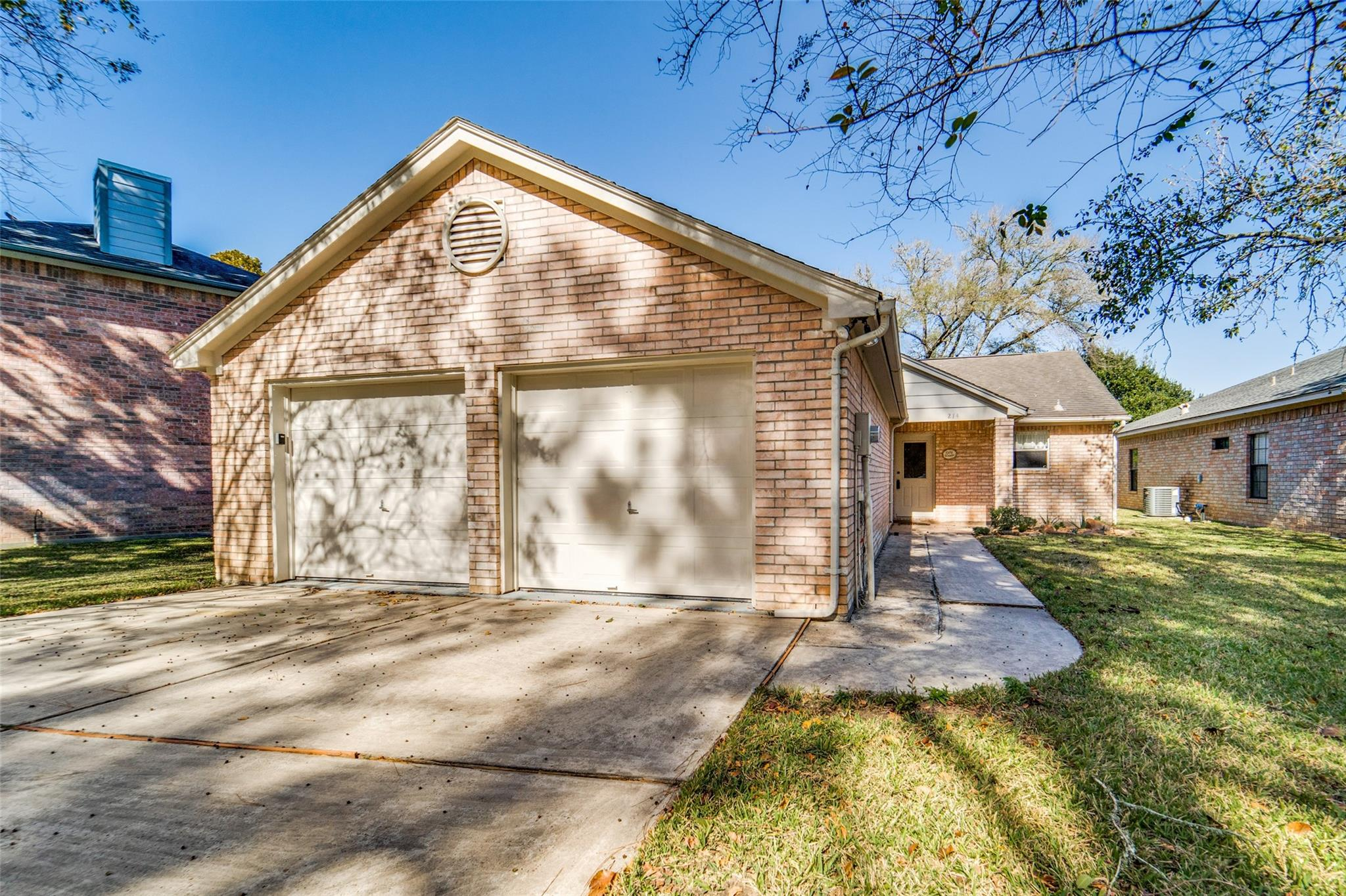214 Lake Walden Cove Property Photo - Montgomery, TX real estate listing