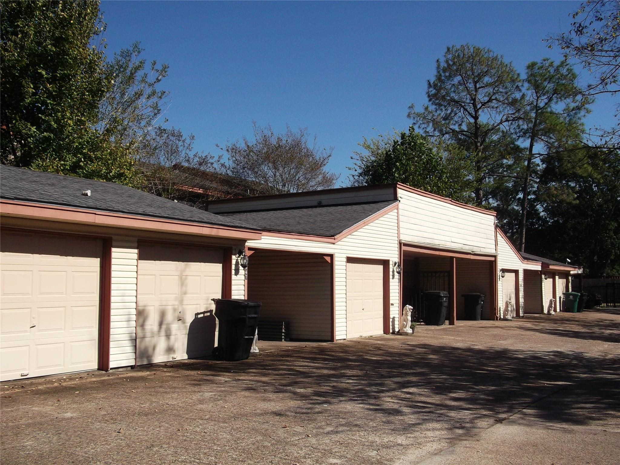 1847 Sherwood Forest Street Property Photo - Houston, TX real estate listing