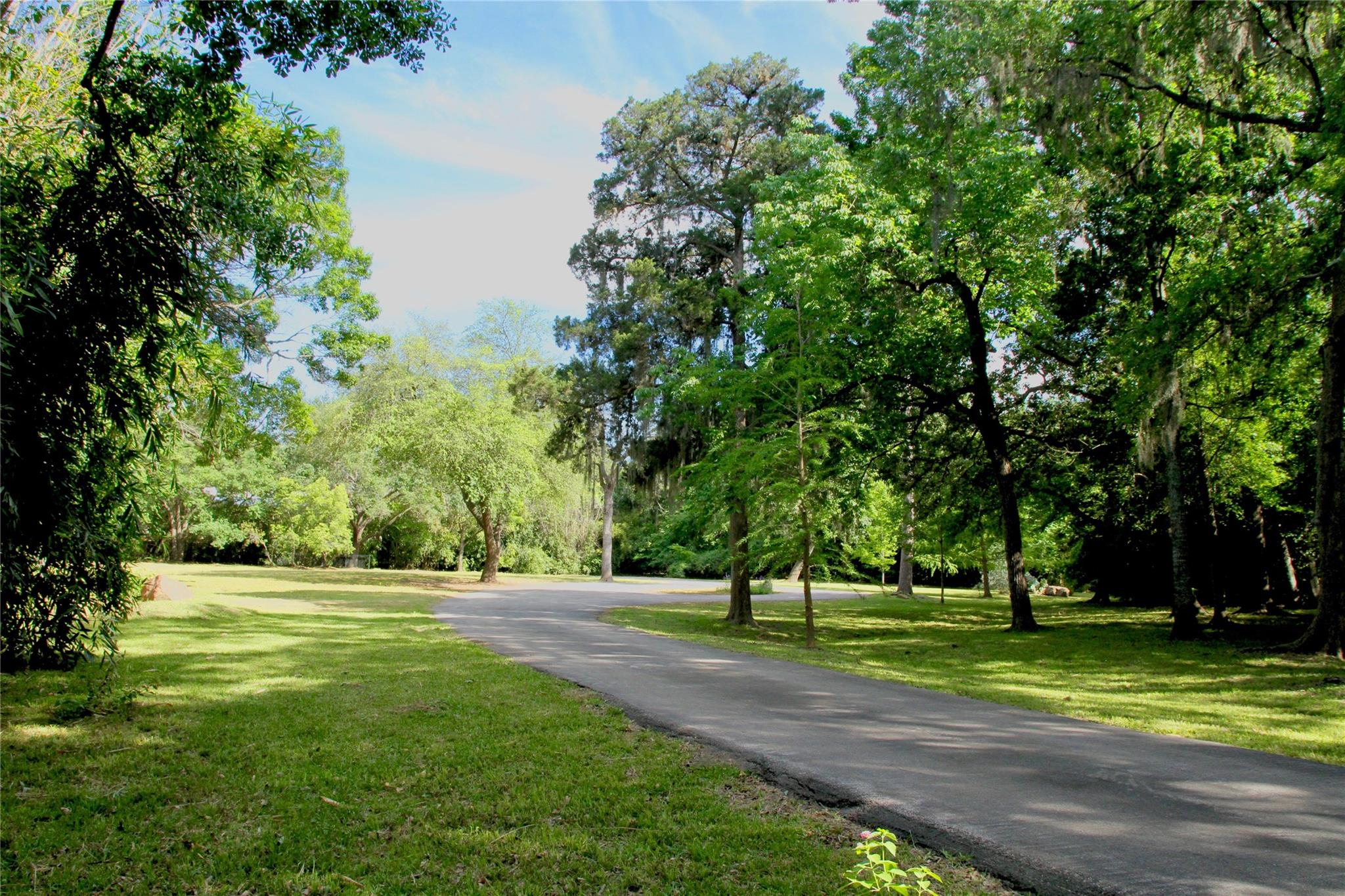 36 E Rivercrest Drive Drive Property Photo - Houston, TX real estate listing