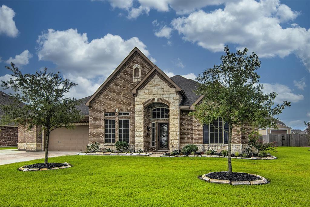 4022 Broadmoor Drive Property Photo - Baytown, TX real estate listing