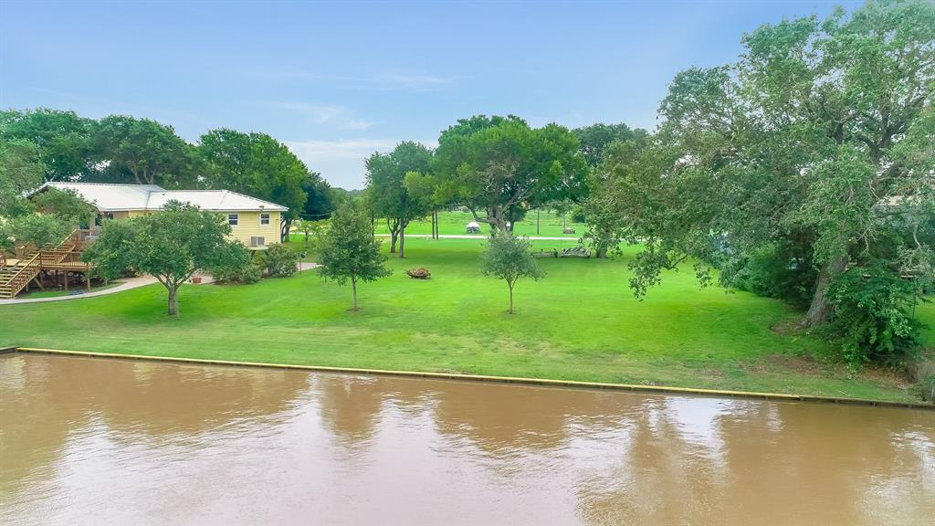 73 CR 291 Property Photo - Sargent, TX real estate listing