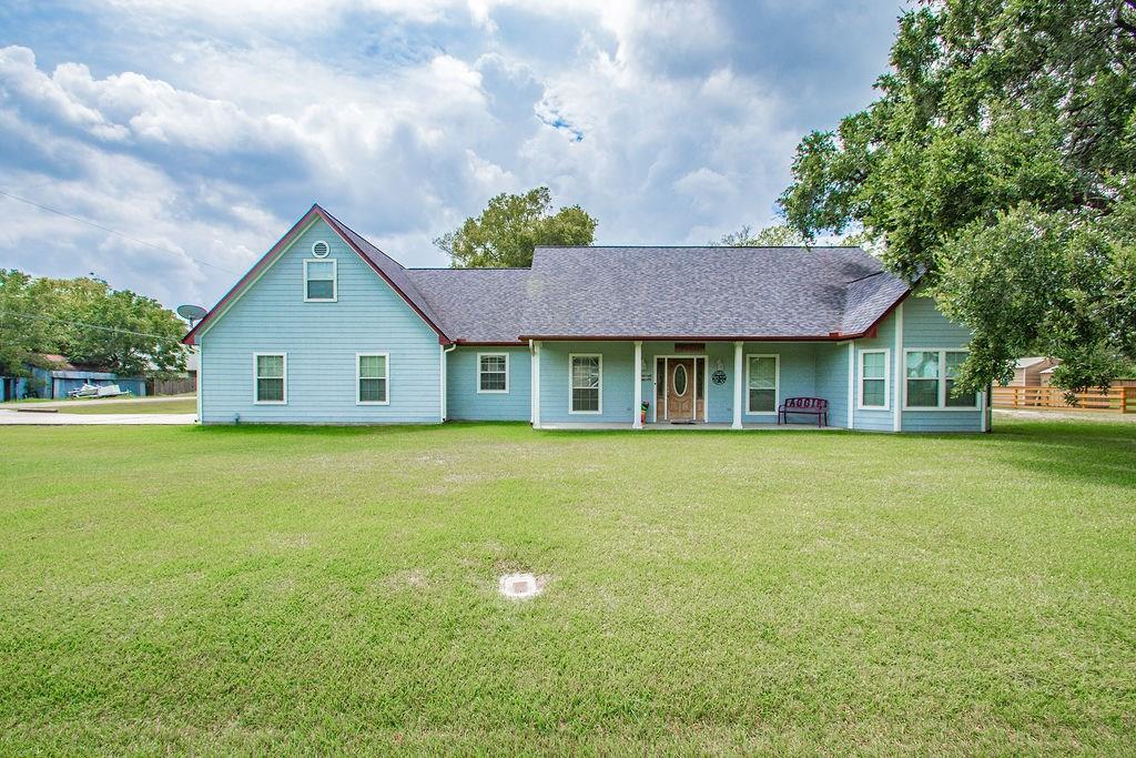 1518 Avenue G Property Photo - Danbury, TX real estate listing