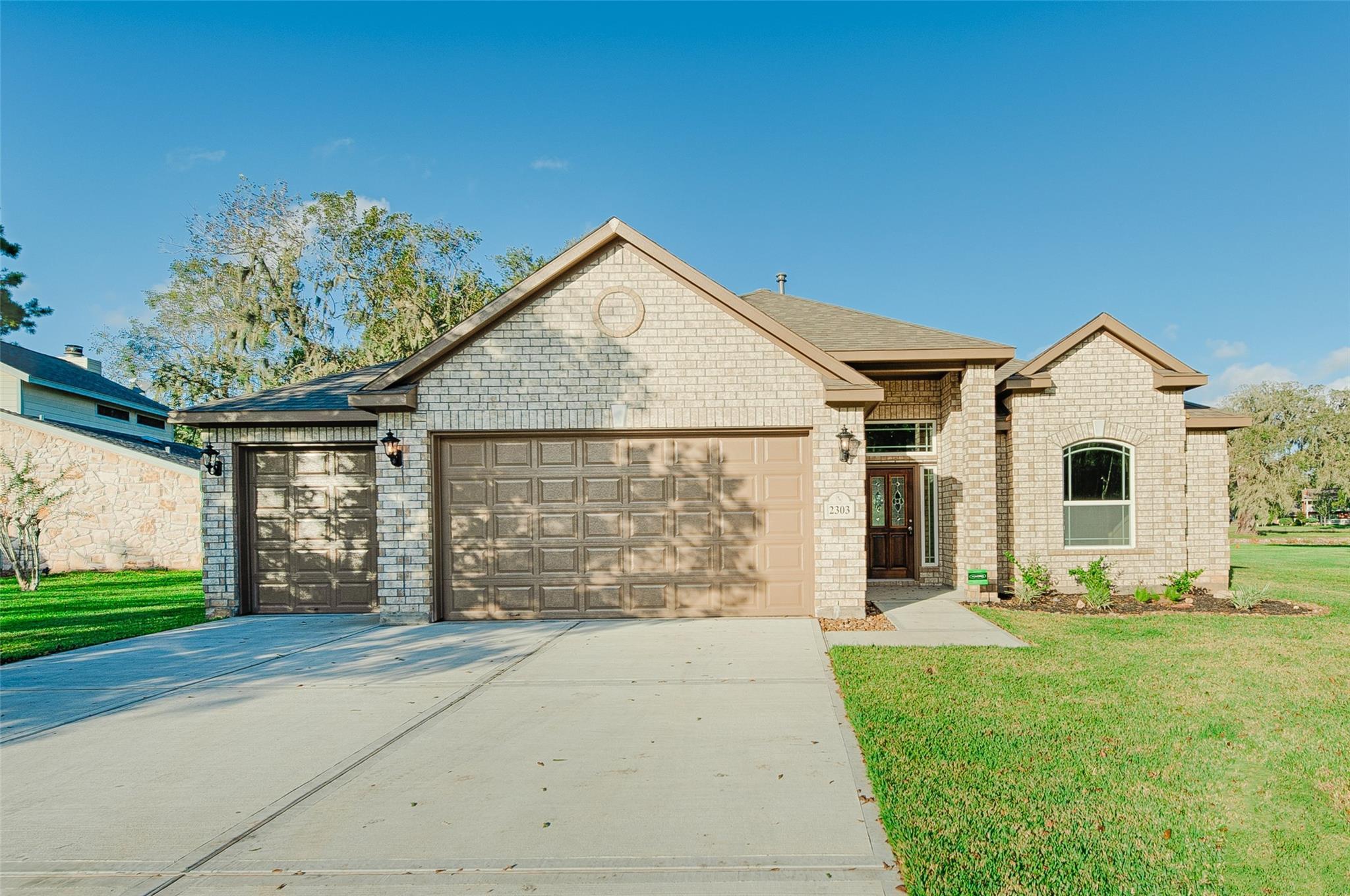 2303 Ridgewood Property Photo