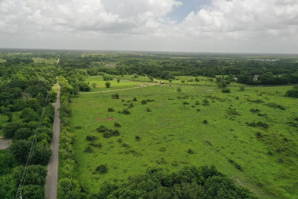 7652 Phillips Drive Property Photo - Manvel, TX real estate listing