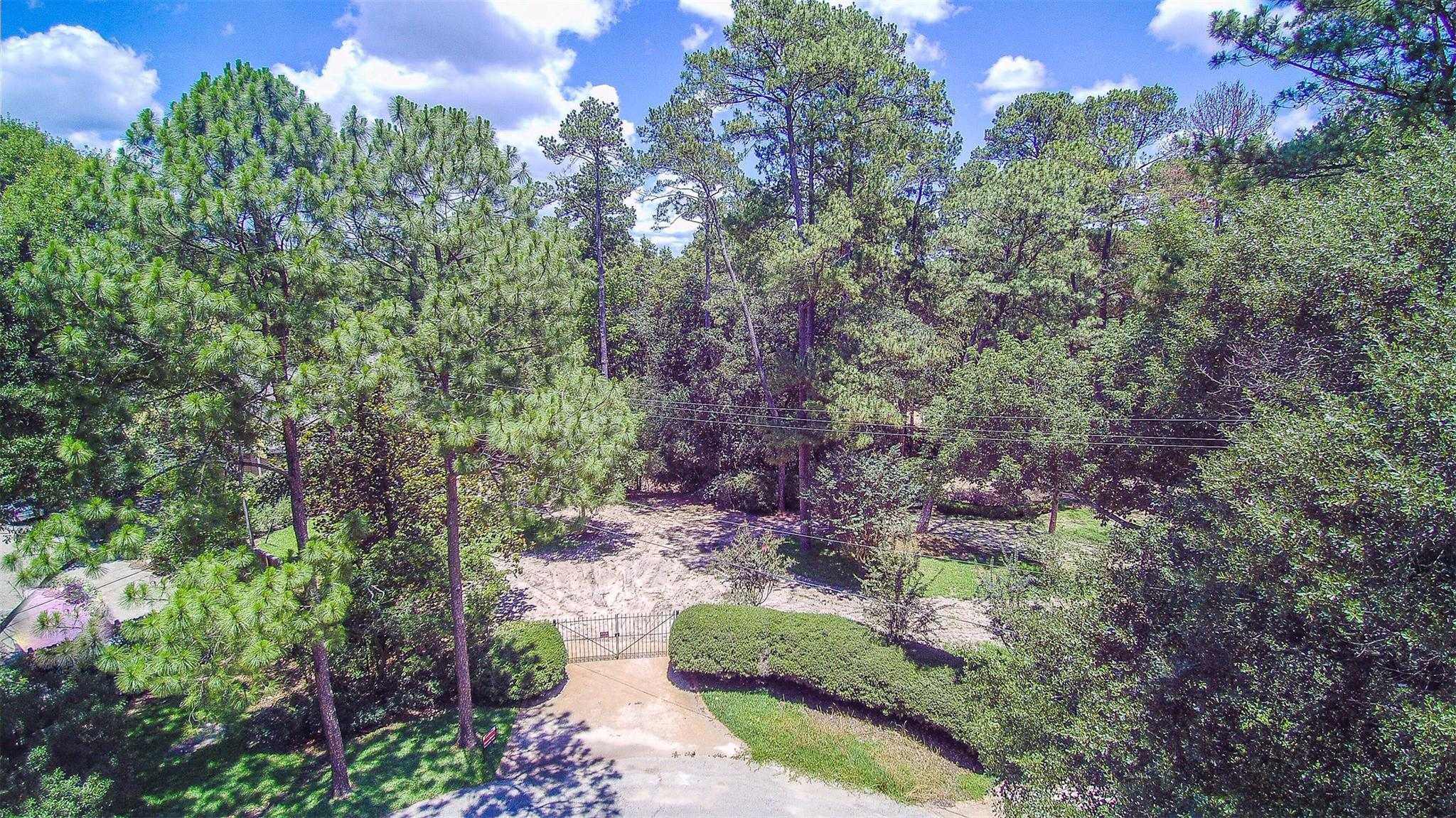 399 Crestbend Drive Property Photo - Houston, TX real estate listing