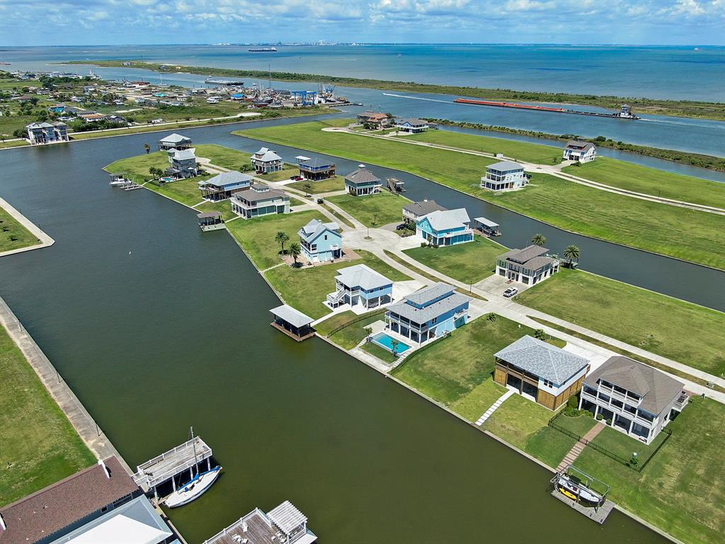 2020 Laguna Harbor Cove Boulevard Property Photo - Port Bolivar, TX real estate listing