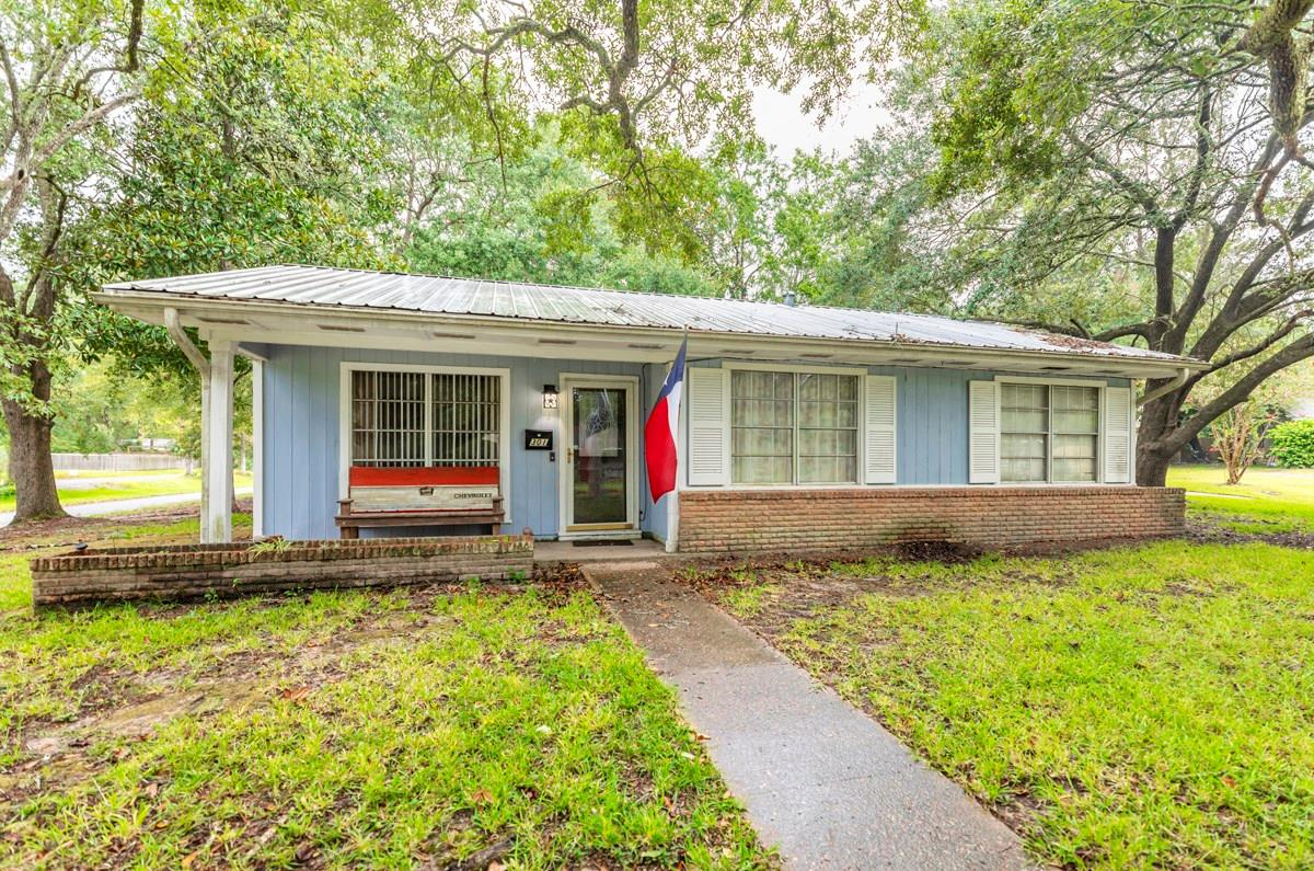 301 Youpon Street Property Photo - Silsbee, TX real estate listing