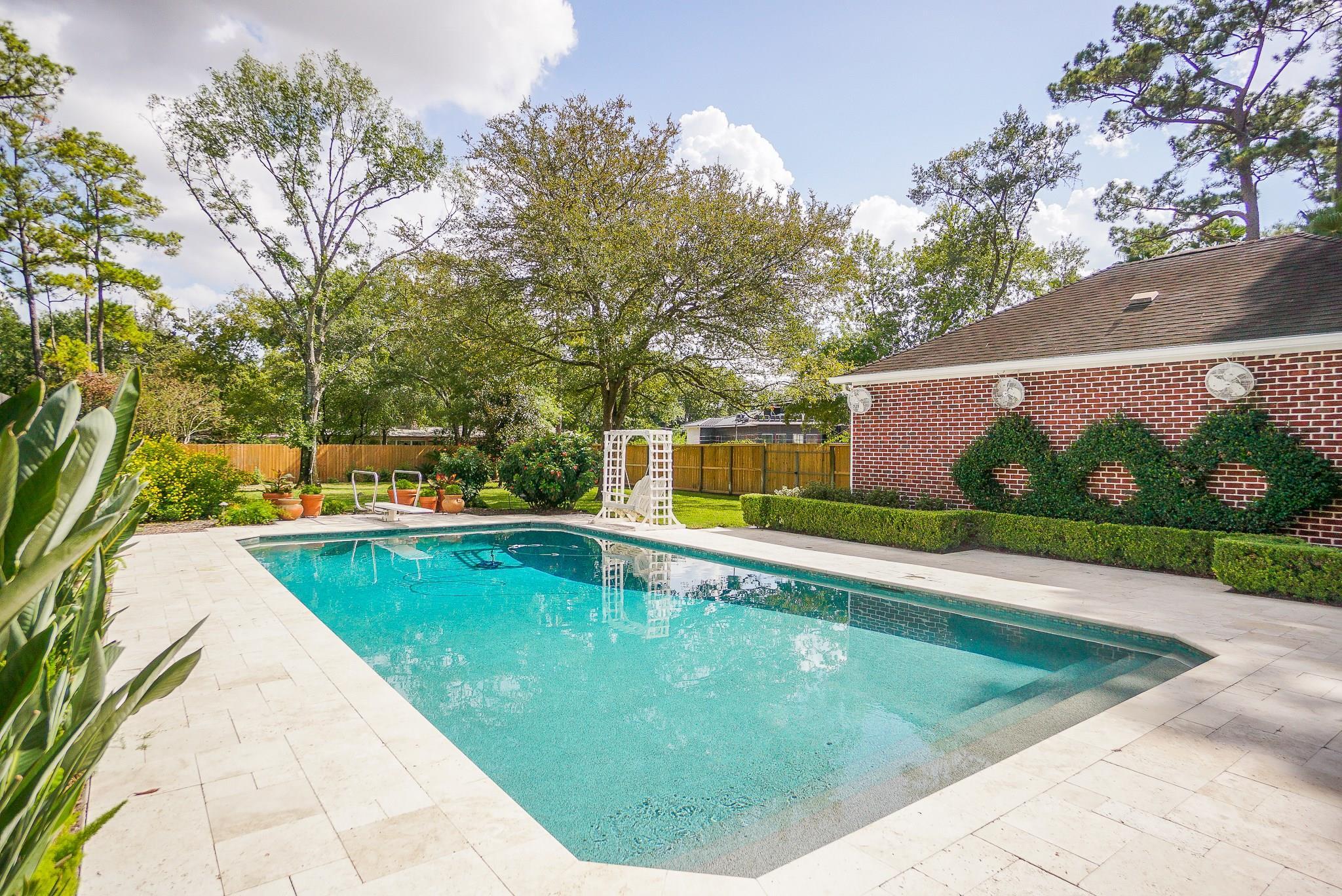 30 Shady Lane E Property Photo - Houston, TX real estate listing