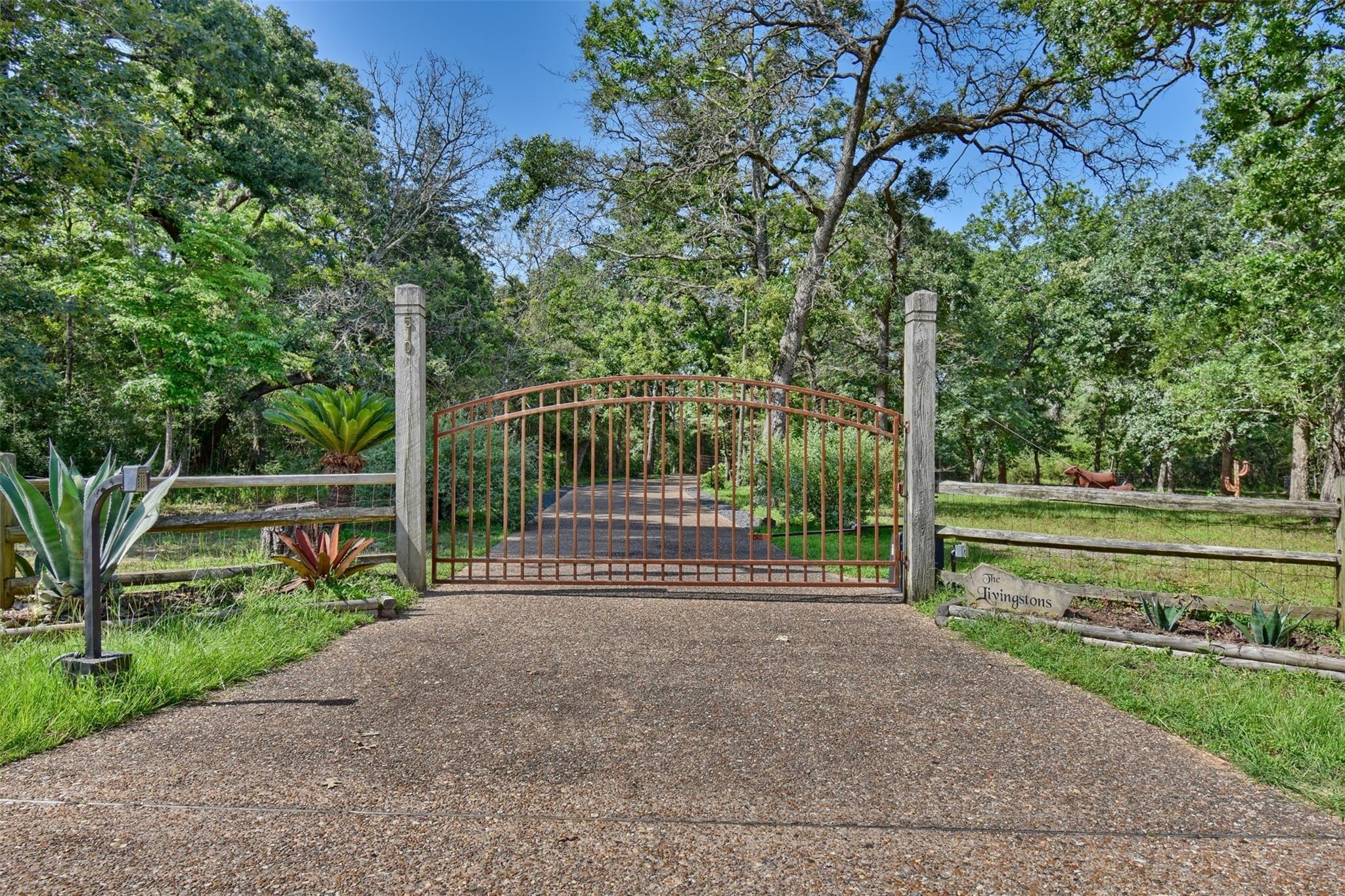 510 Oak Forest Road Property Photo