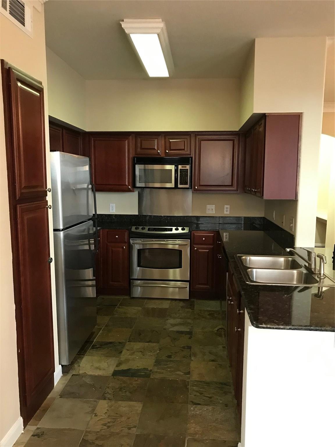 7575 Kirby Drive #2117 Property Photo - Houston, TX real estate listing