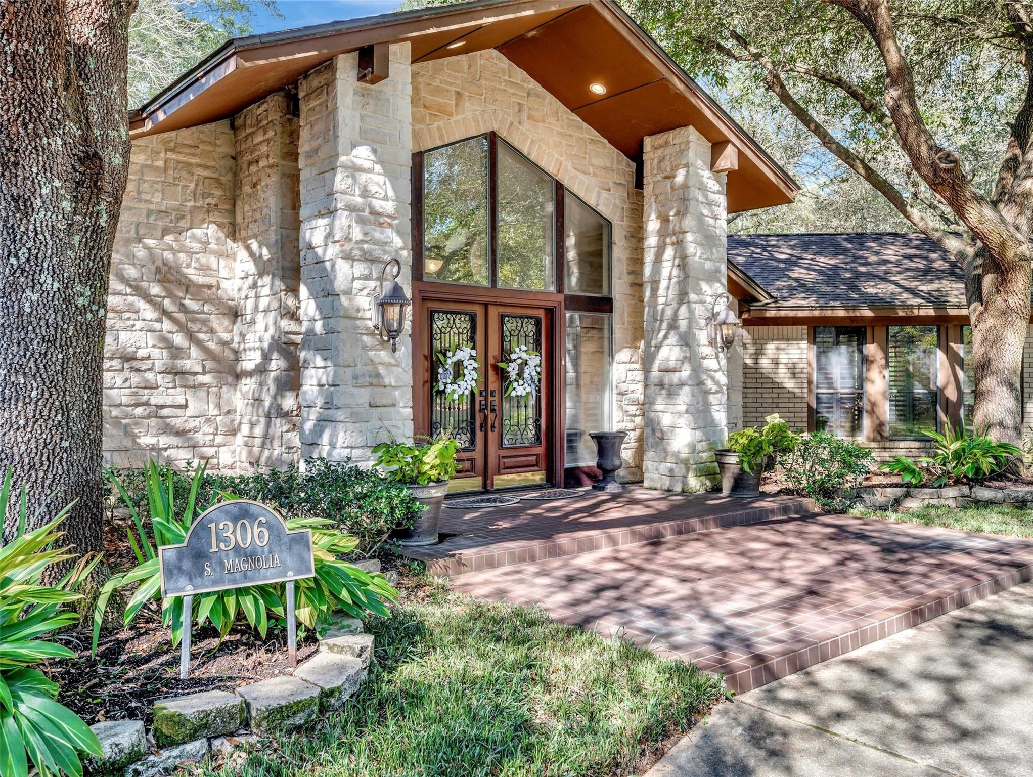1306 S Magnolia Street Property Photo - Woodville, TX real estate listing