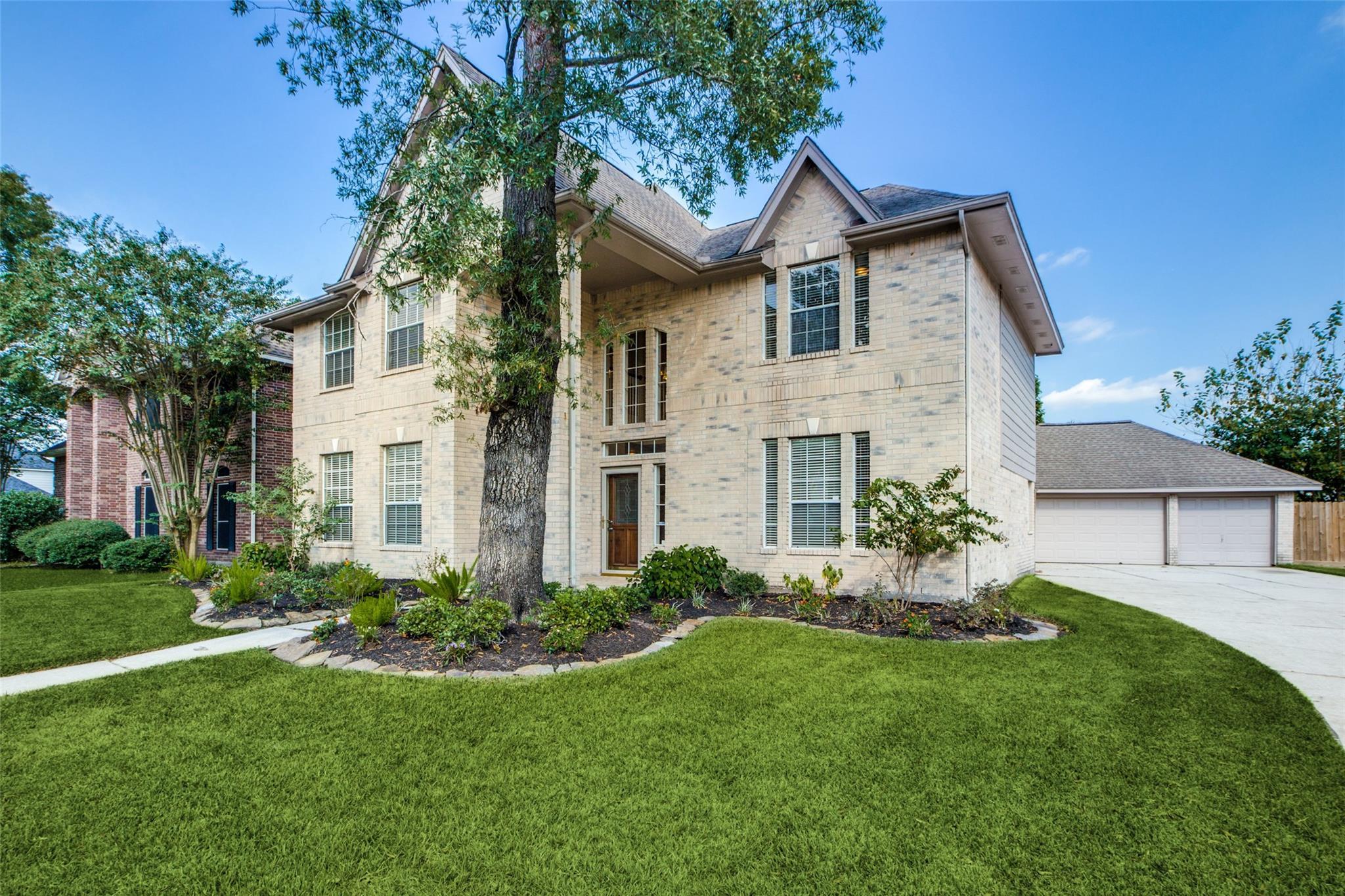 207 Crabapple Drive Property Photo - Baytown, TX real estate listing