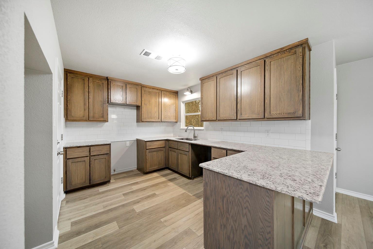 76543 Real Estate Listings Main Image