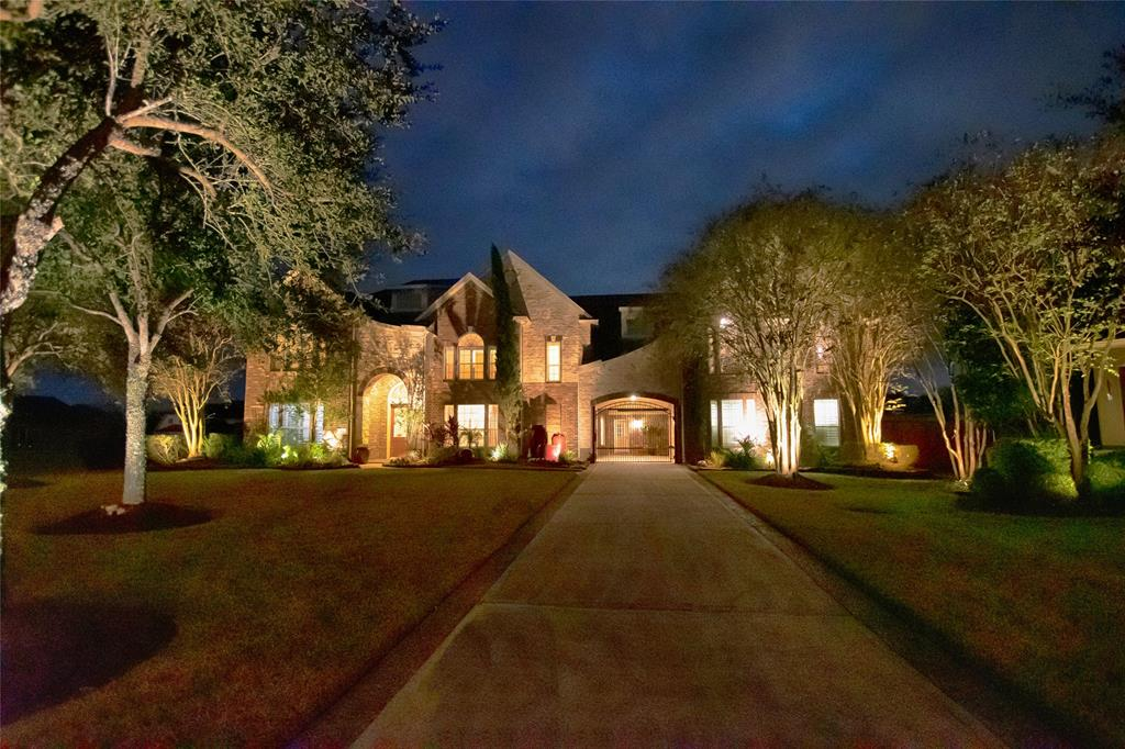301 Silver Cliff Lane, Friendswood, TX 77546 - Friendswood, TX real estate listing