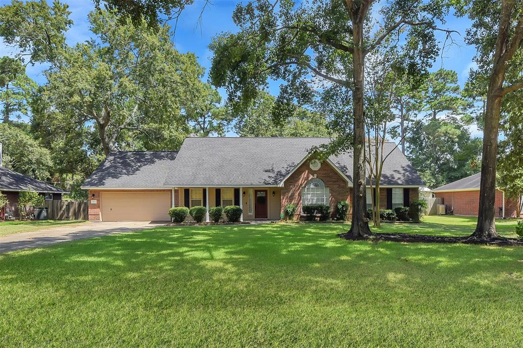 423 E Oak Hill Drive Property Photo - Oak Ridge North, TX real estate listing