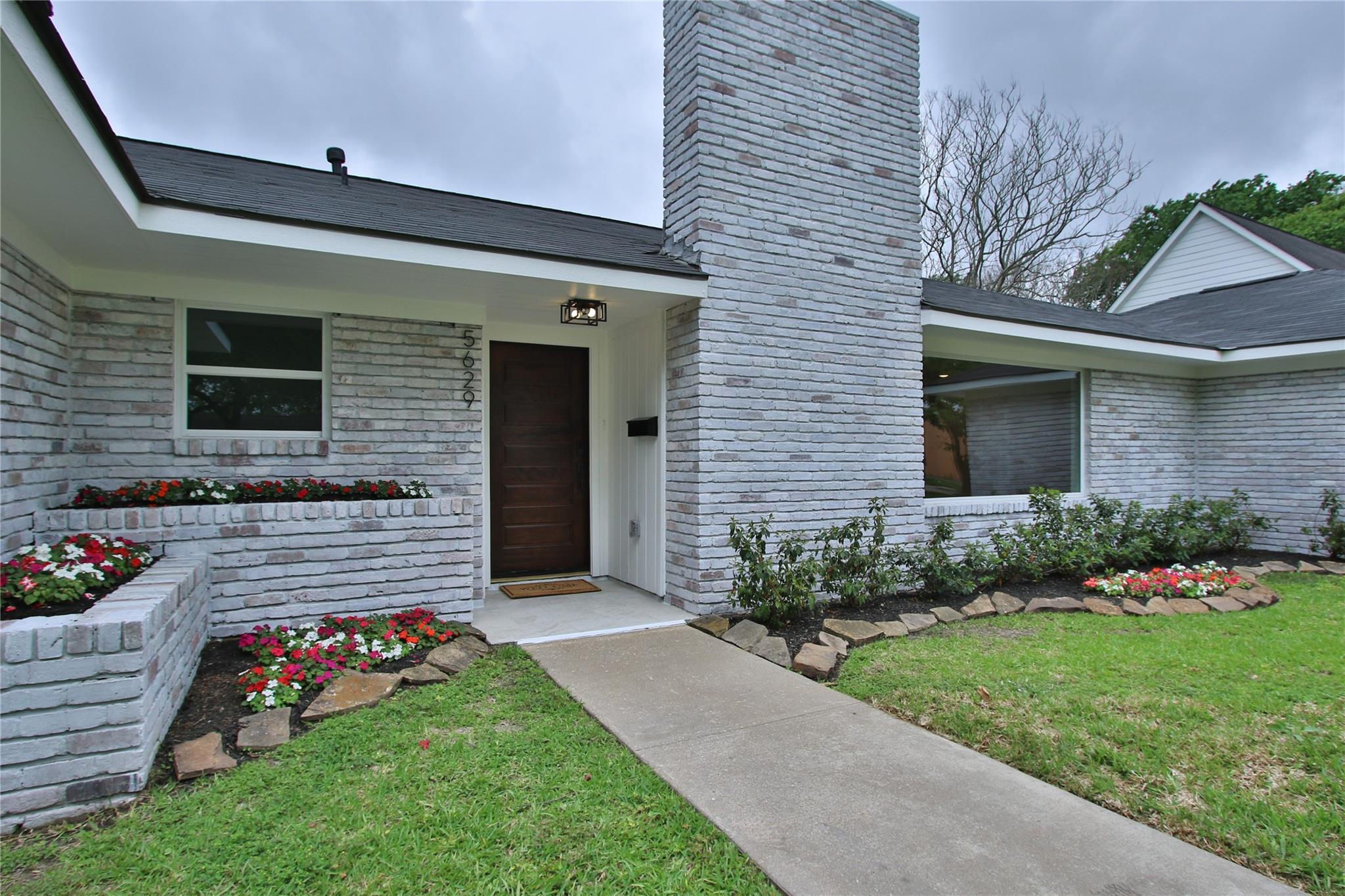 5629 Pine Street Property Photo