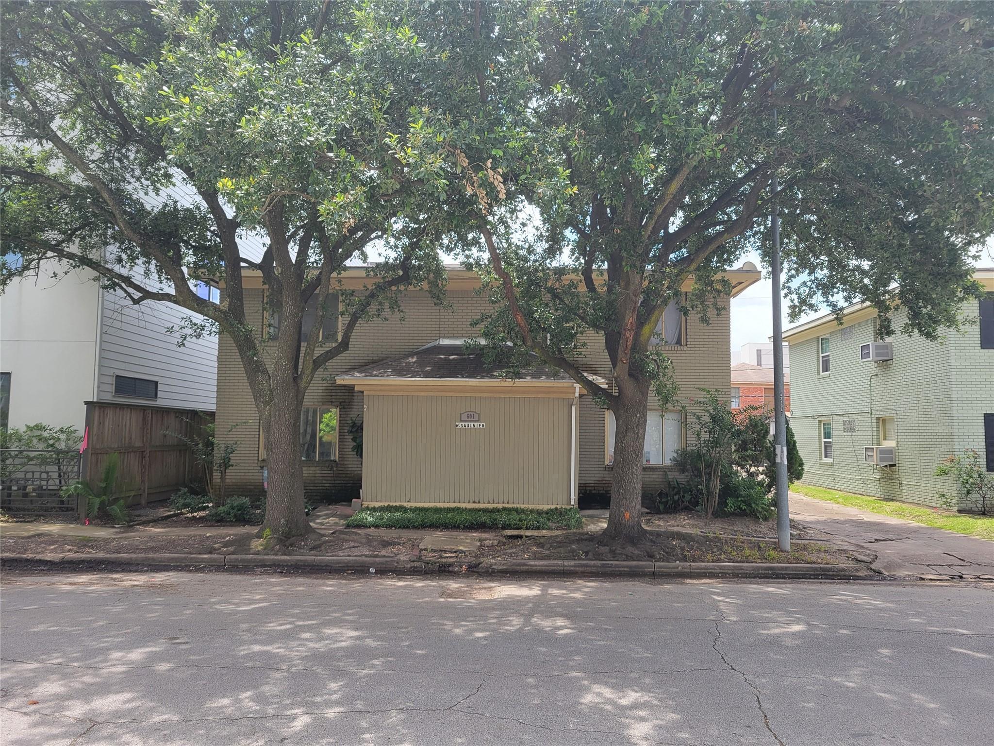 601 W Saulnier Street Property Photo