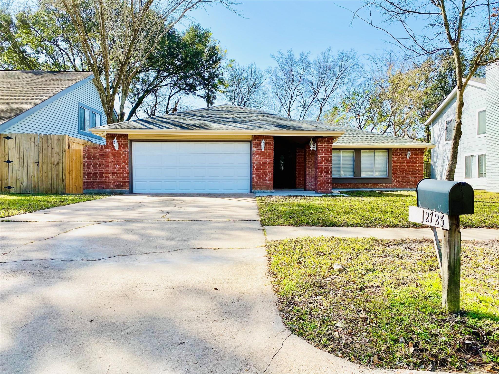12723 Palm Desert Lane Property Photo - Houston, TX real estate listing