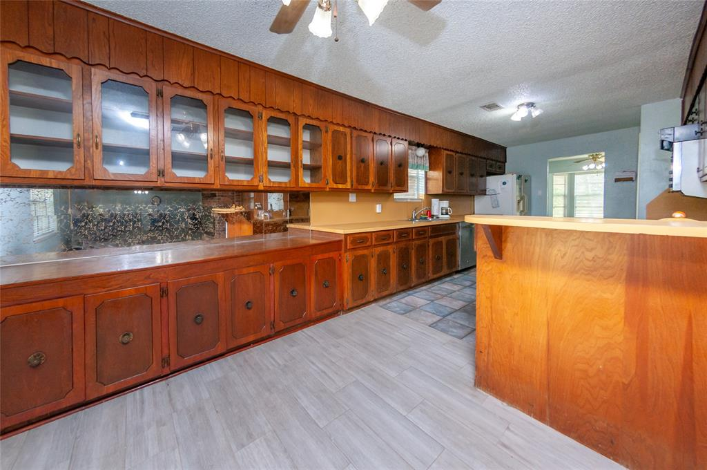 1176 County Road 136a Property Photo - Alvin, TX real estate listing