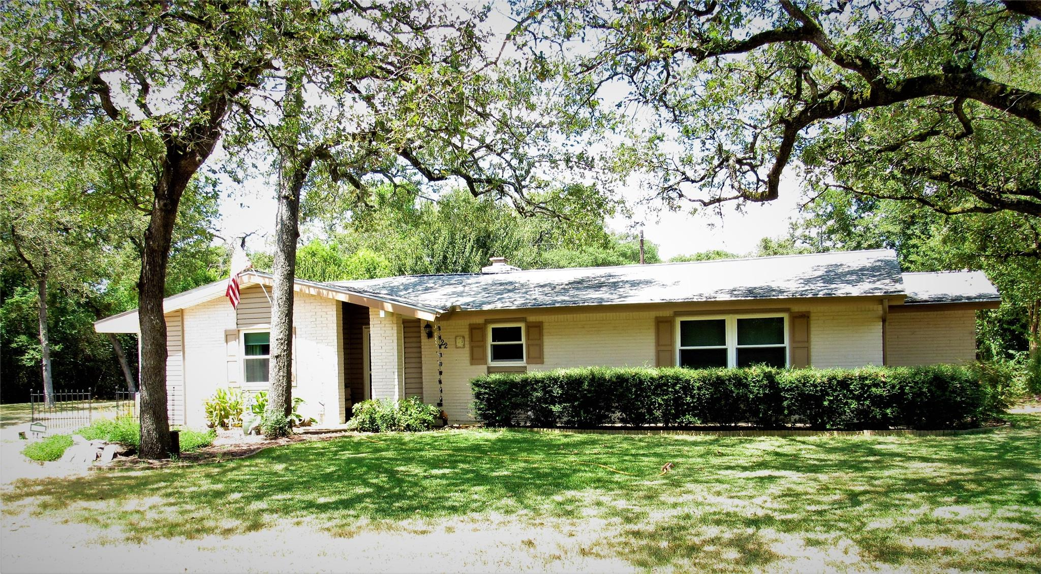 22 Hawaii Drive Property Photo - Hilltop Lakes, TX real estate listing