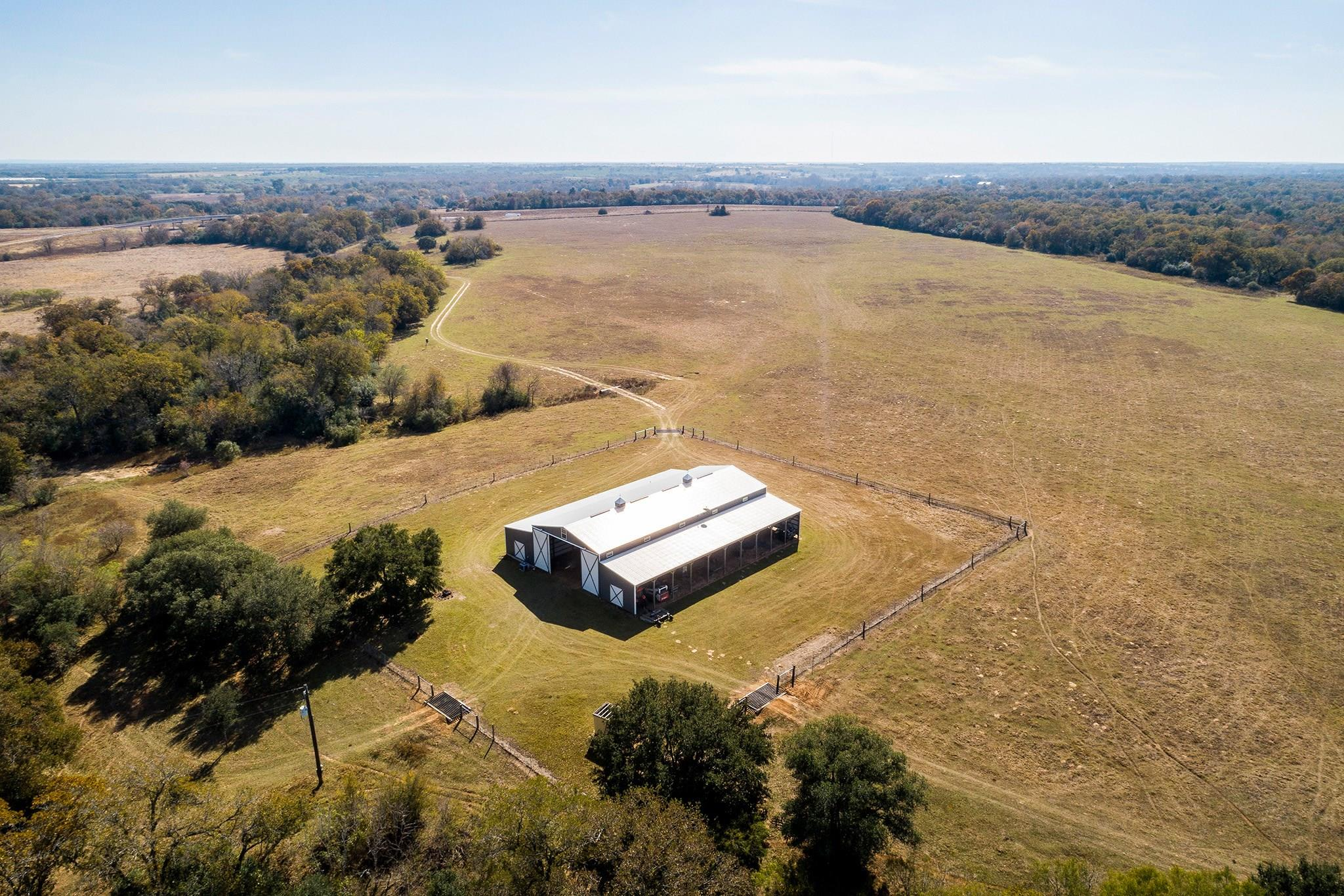 6417 CR 240 Property Photo - Waelder, TX real estate listing