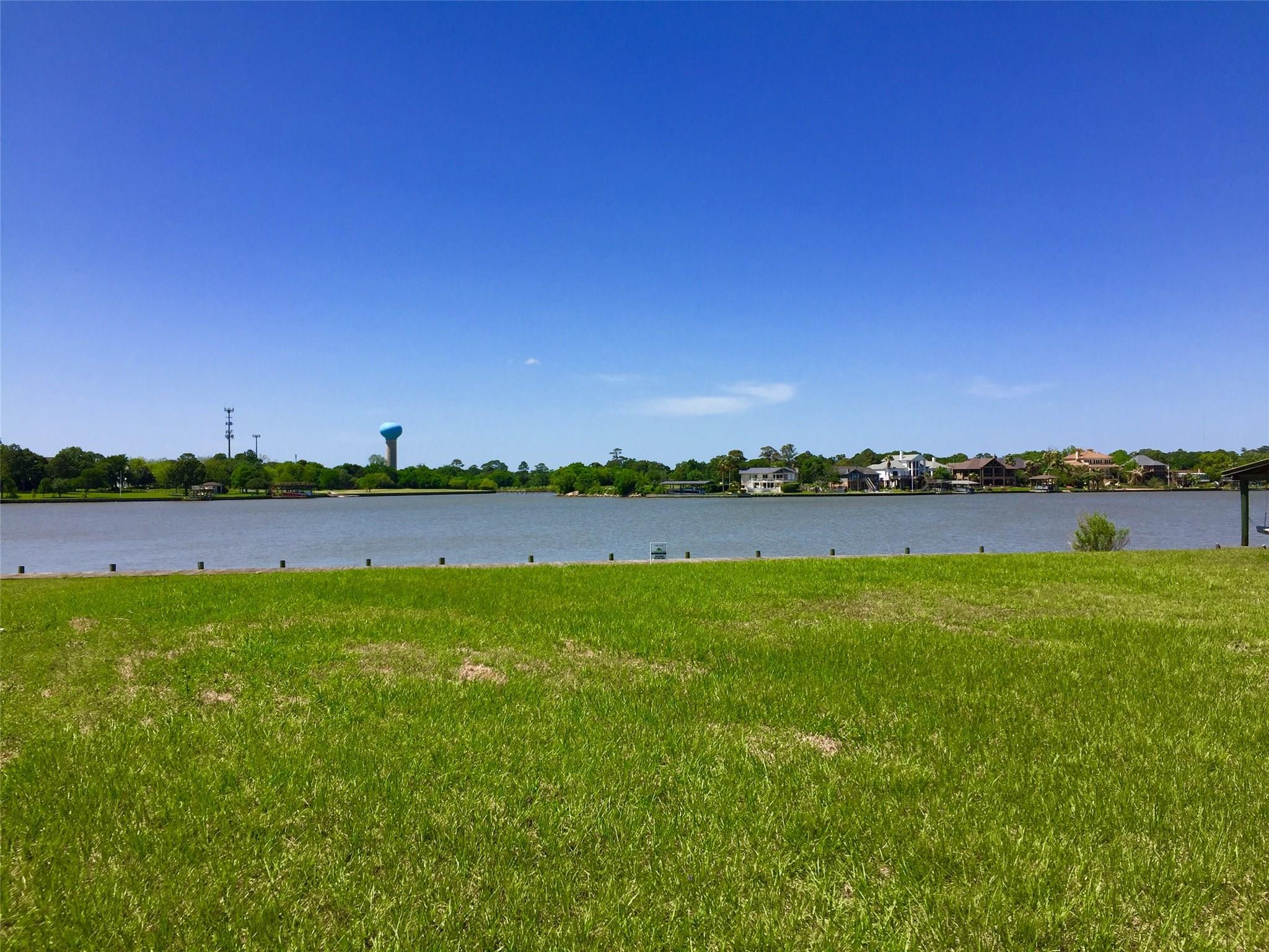 205 Lakeshore Drive Property Photo