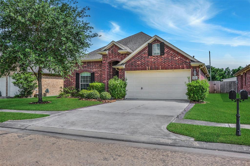 16010 Hidden Crest Drive Property Photo - Houston, TX real estate listing
