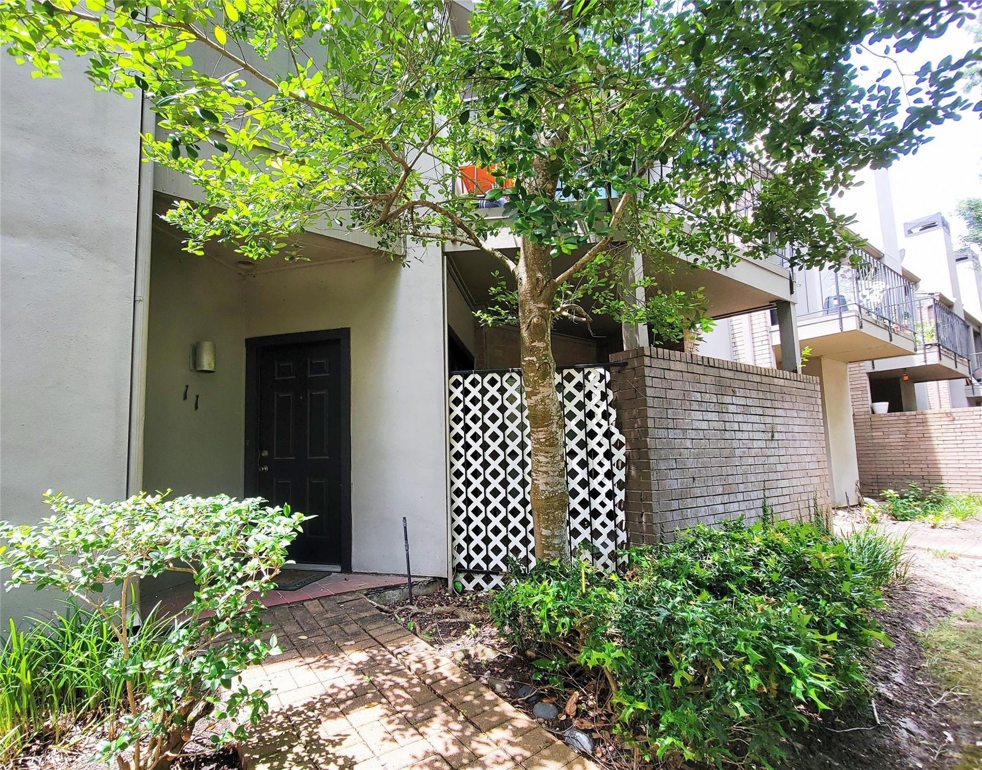 10811 Richmond Avenue #11 Property Photo 1