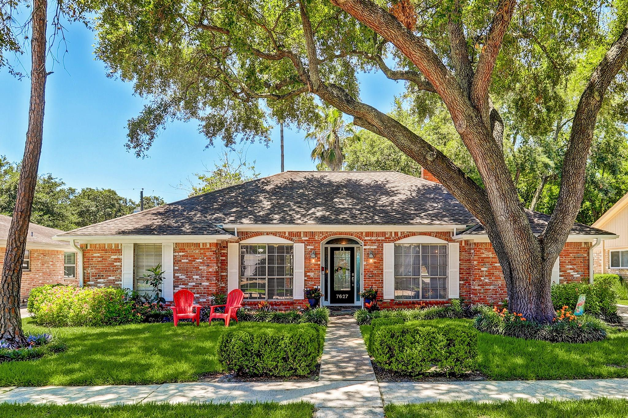 7627 Braesglen Drive Property Photo - Houston, TX real estate listing