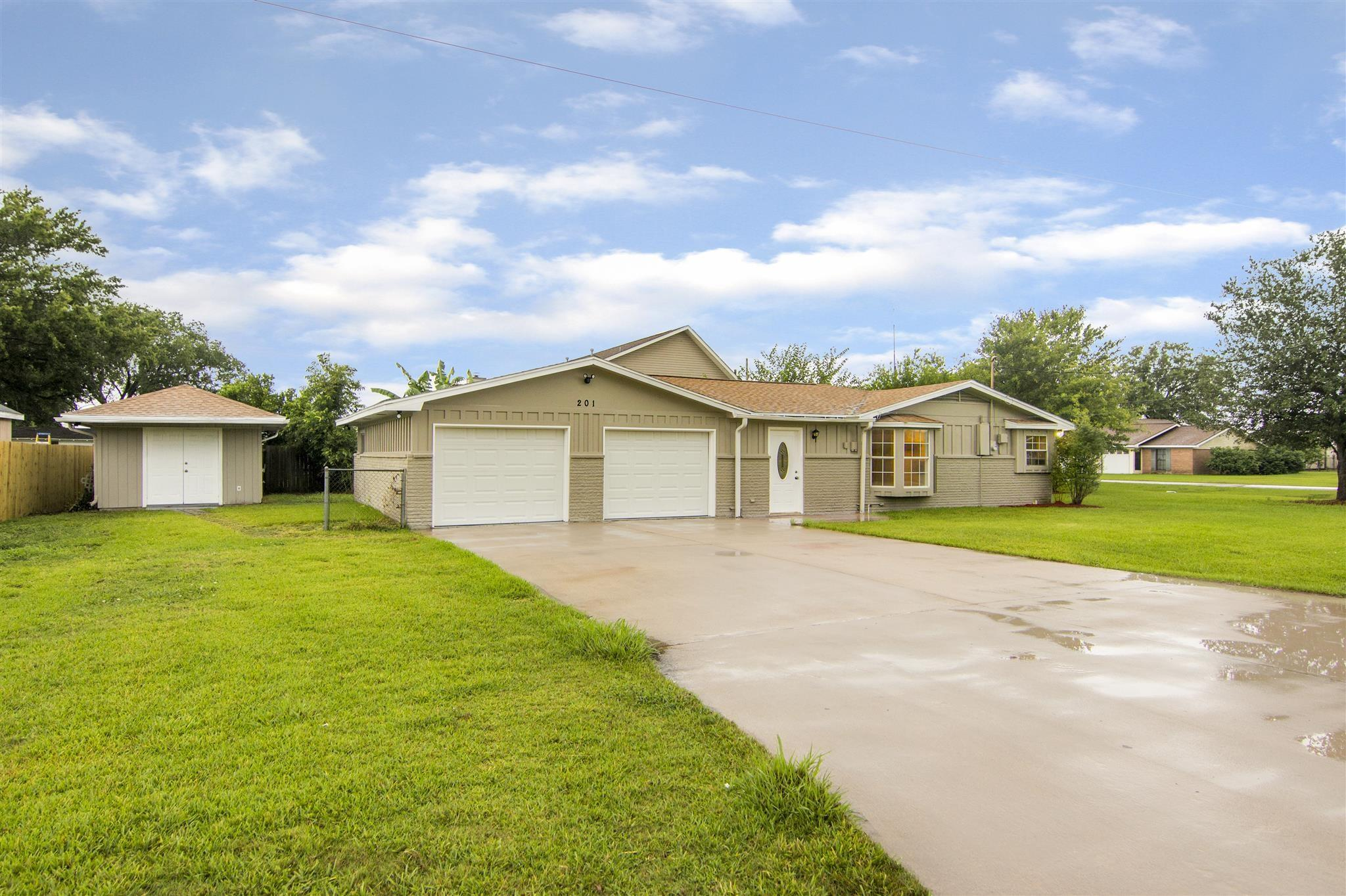 201 Jerry Drive Property Photo - Nederland, TX real estate listing