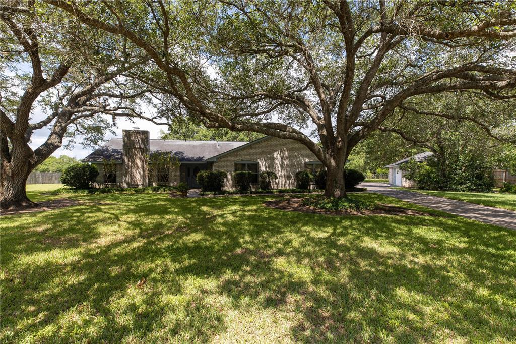 4 Shantilly Lane Property Photo - Bay City, TX real estate listing