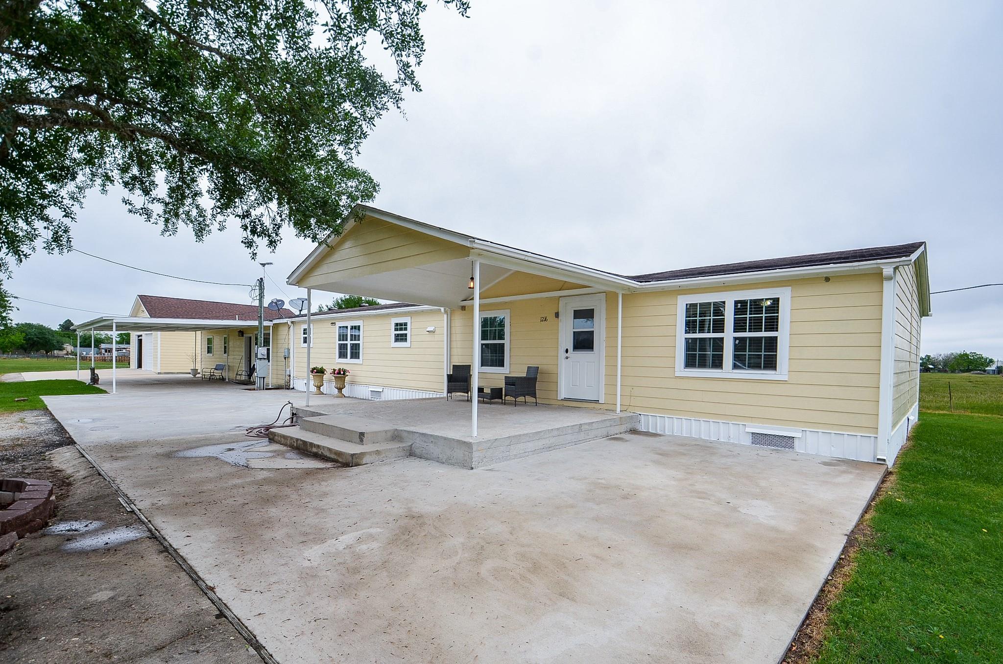 1216 Campo Rosa Street Property Photo - Eagle Lake, TX real estate listing