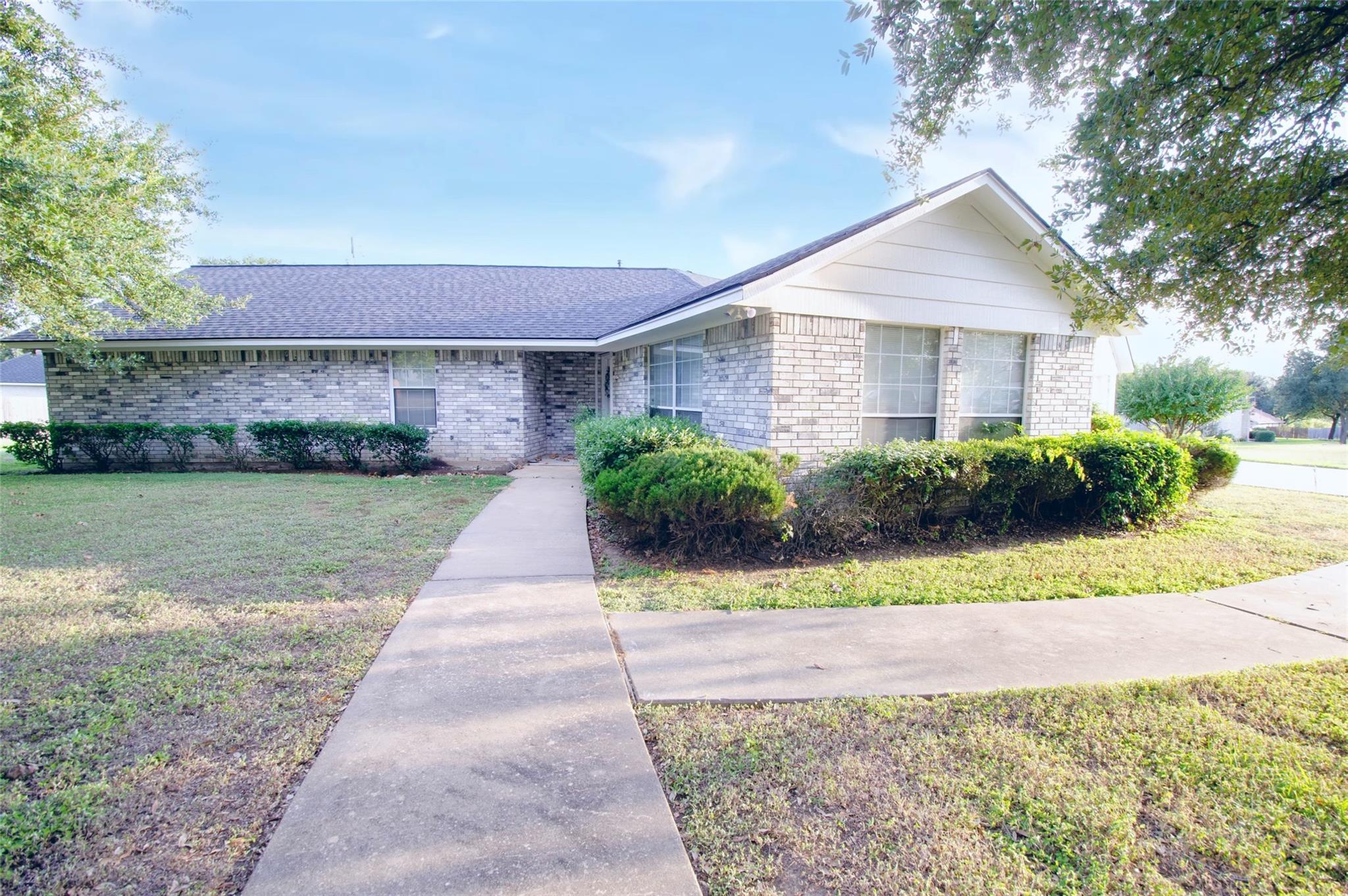 708 Lorey Lane Property Photo - Caldwell, TX real estate listing
