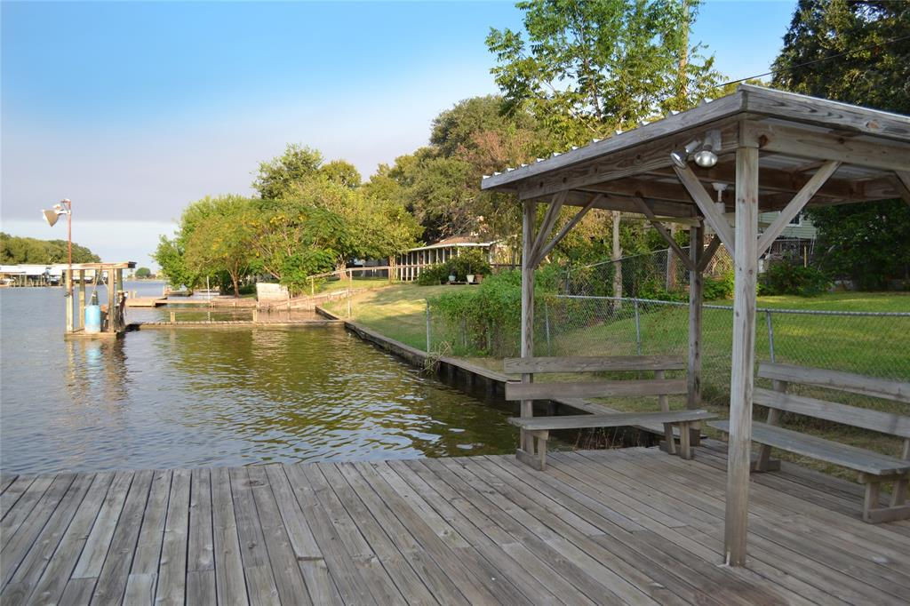192 County Road 206 Property Photo - Sargent, TX real estate listing