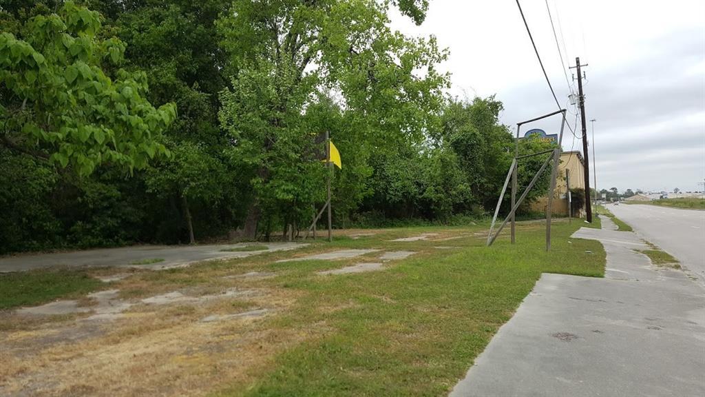 6915 Eastex Freeway Property Photo - Houston, TX real estate listing