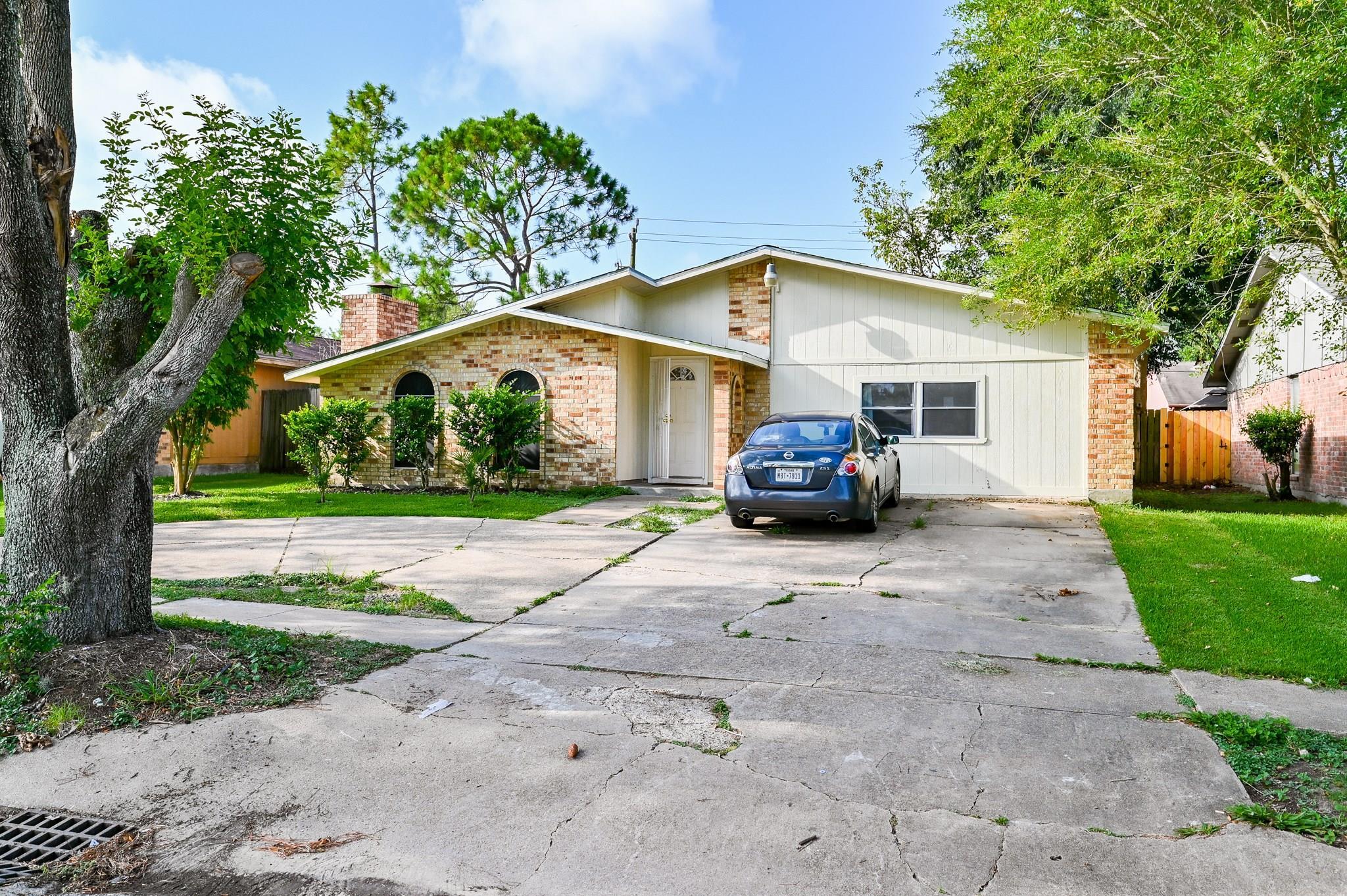 6123 W Ridgecreek Drive Property Photo - Houston, TX real estate listing