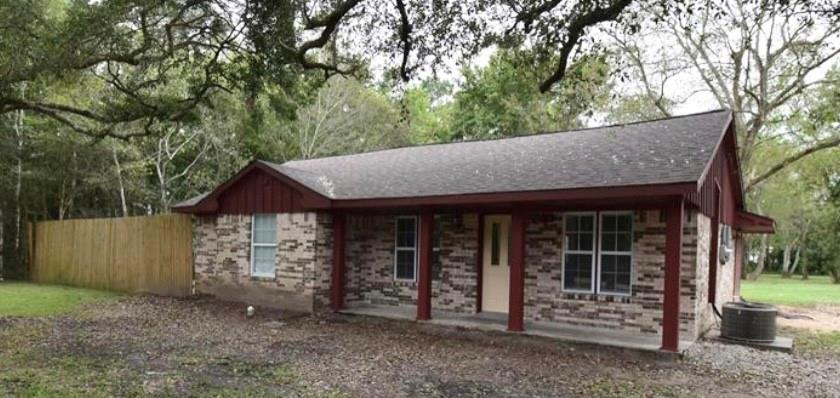 2914 Saint Anne Street Property Photo - Liverpool, TX real estate listing