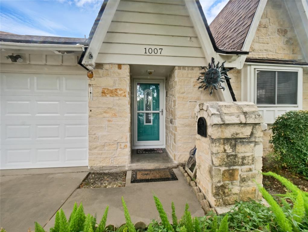 1007 Dusky Rose Lane Property Photo - Pasadena, TX real estate listing