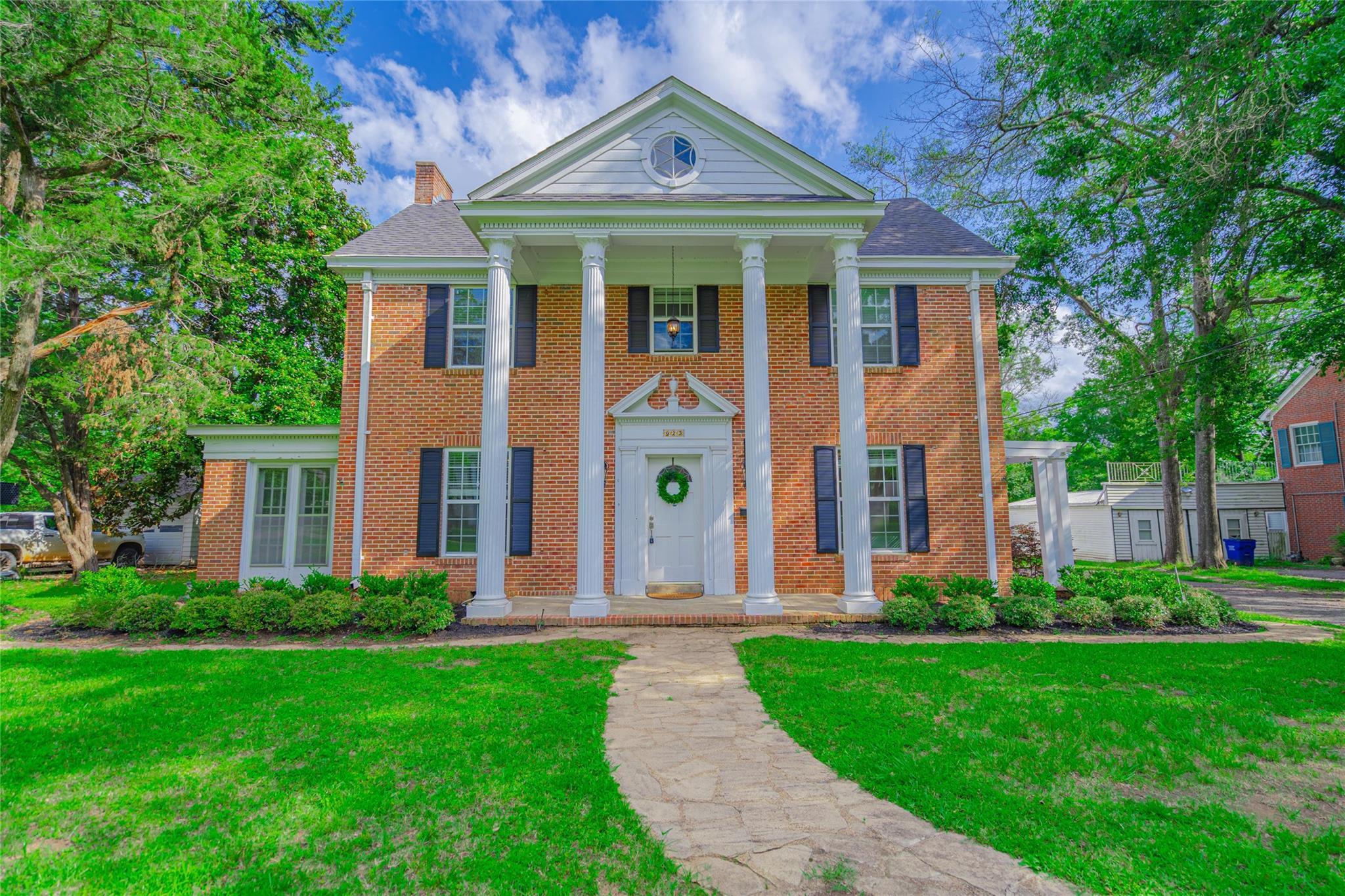 923 E Houston Avenue Property Photo 1
