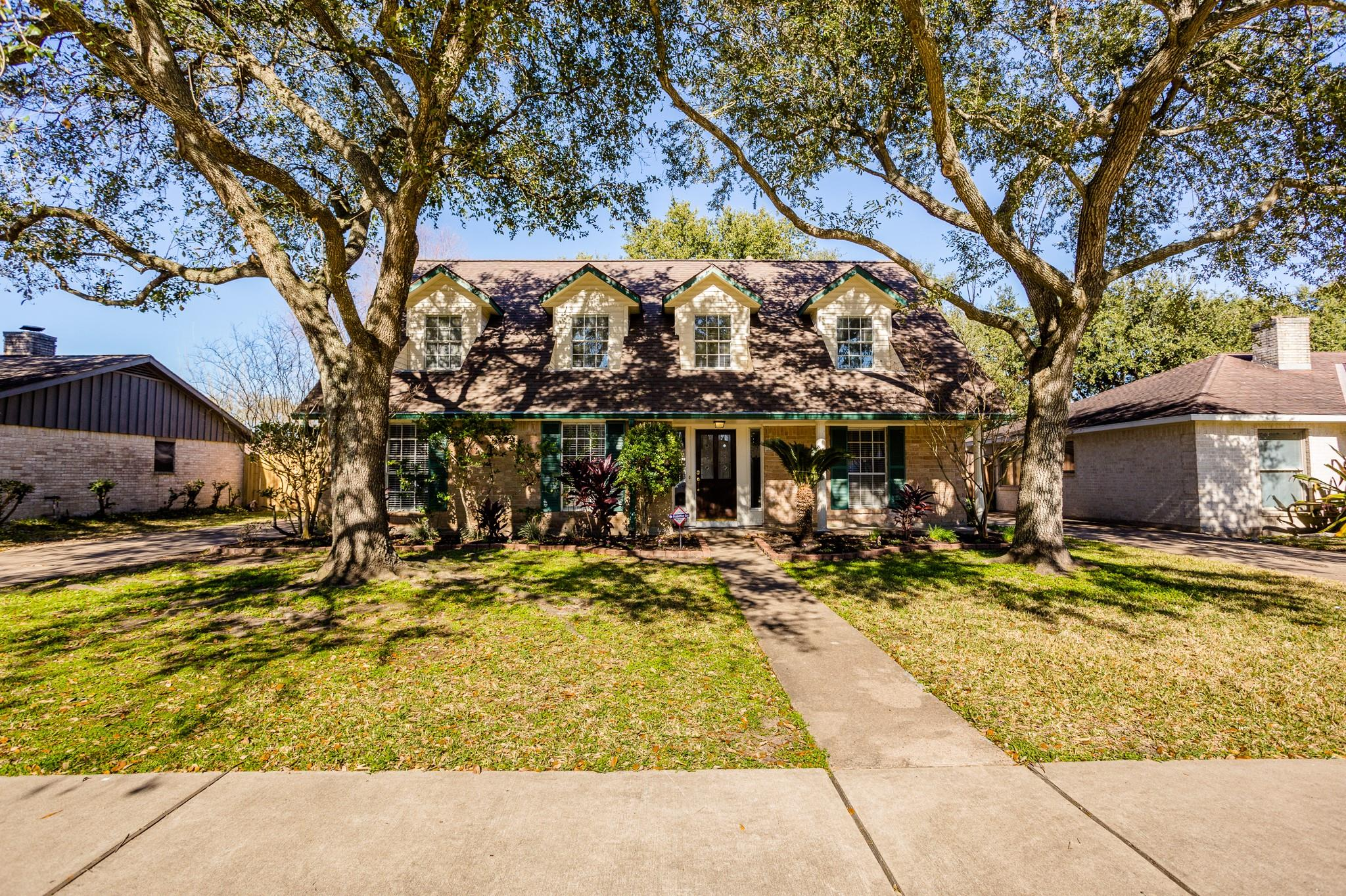 12034 Meadowdale Drive Property Photo - Meadows Place, TX real estate listing