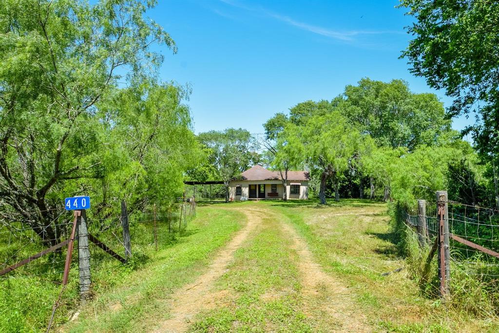 440 Manchester Street Property Photo - Flatonia, TX real estate listing