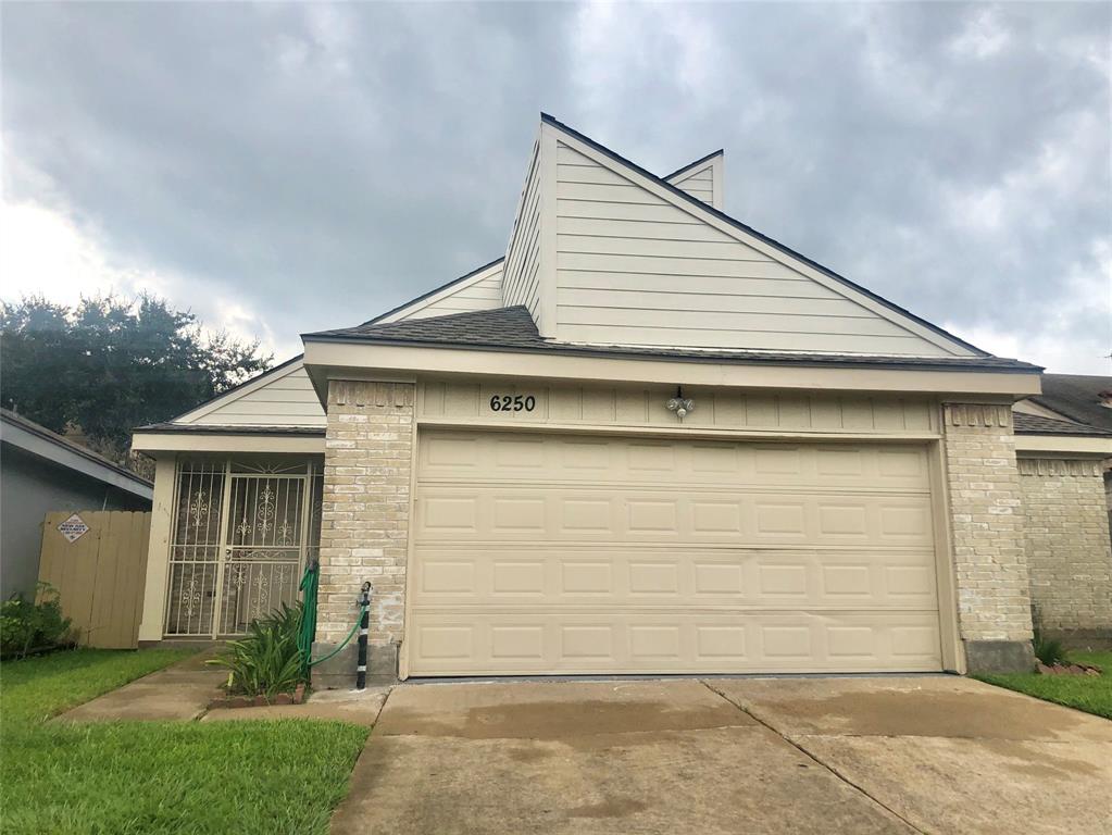 6250 Briar Glade Drive Property Photo - Houston, TX real estate listing