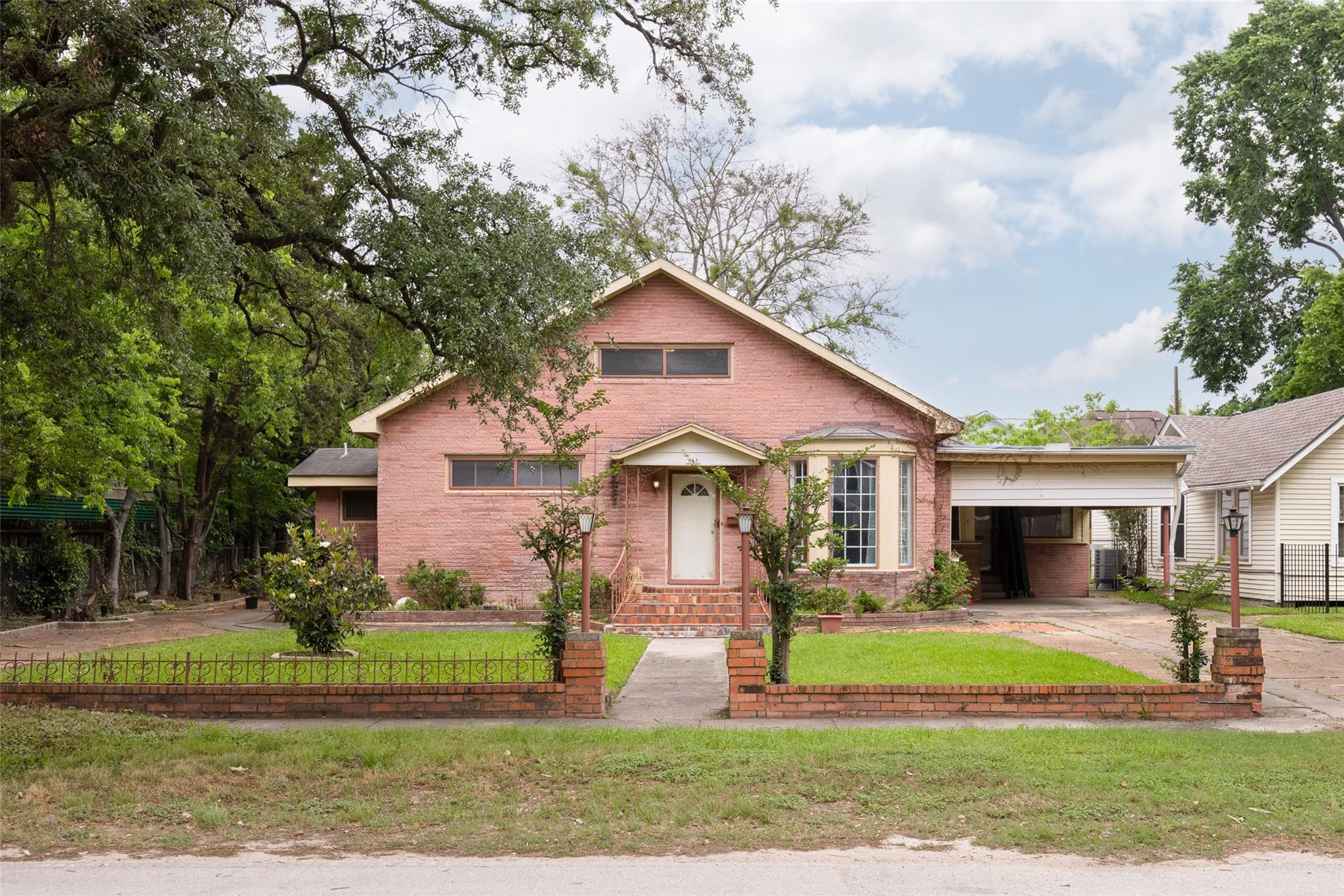 625 W 25th Street Property Photo 1