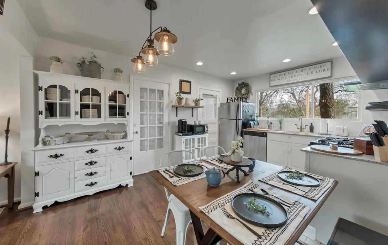 8728 Glencrest Lane Property Photo - Dallas, TX real estate listing