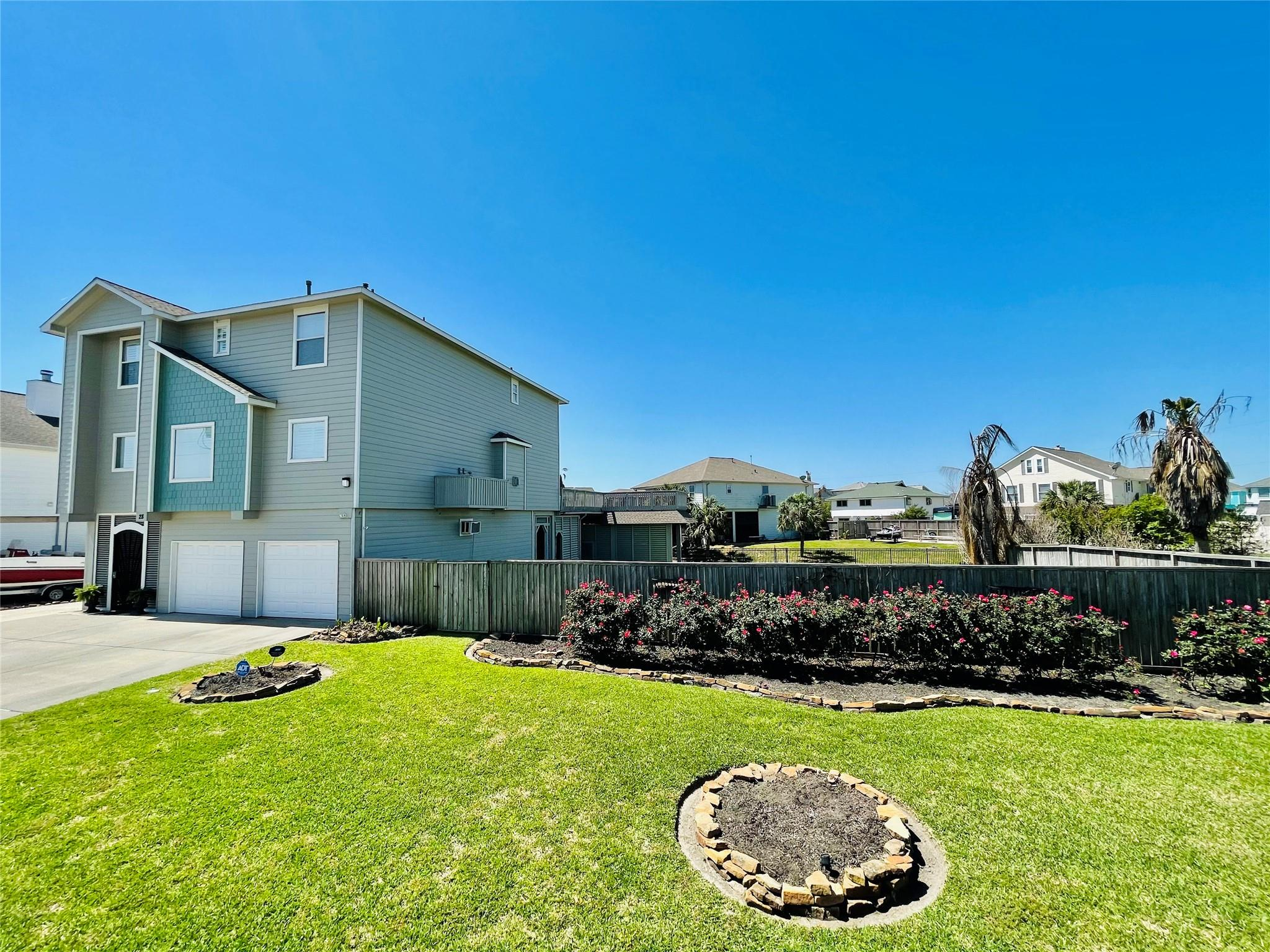 28 N Omega Street Property Photo - La Marque, TX real estate listing