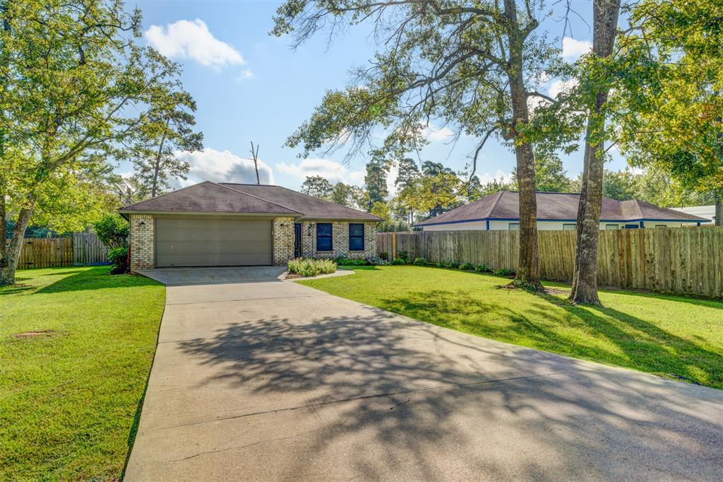 9839 Pine Point Drive Property Photo - Montgomery, TX real estate listing
